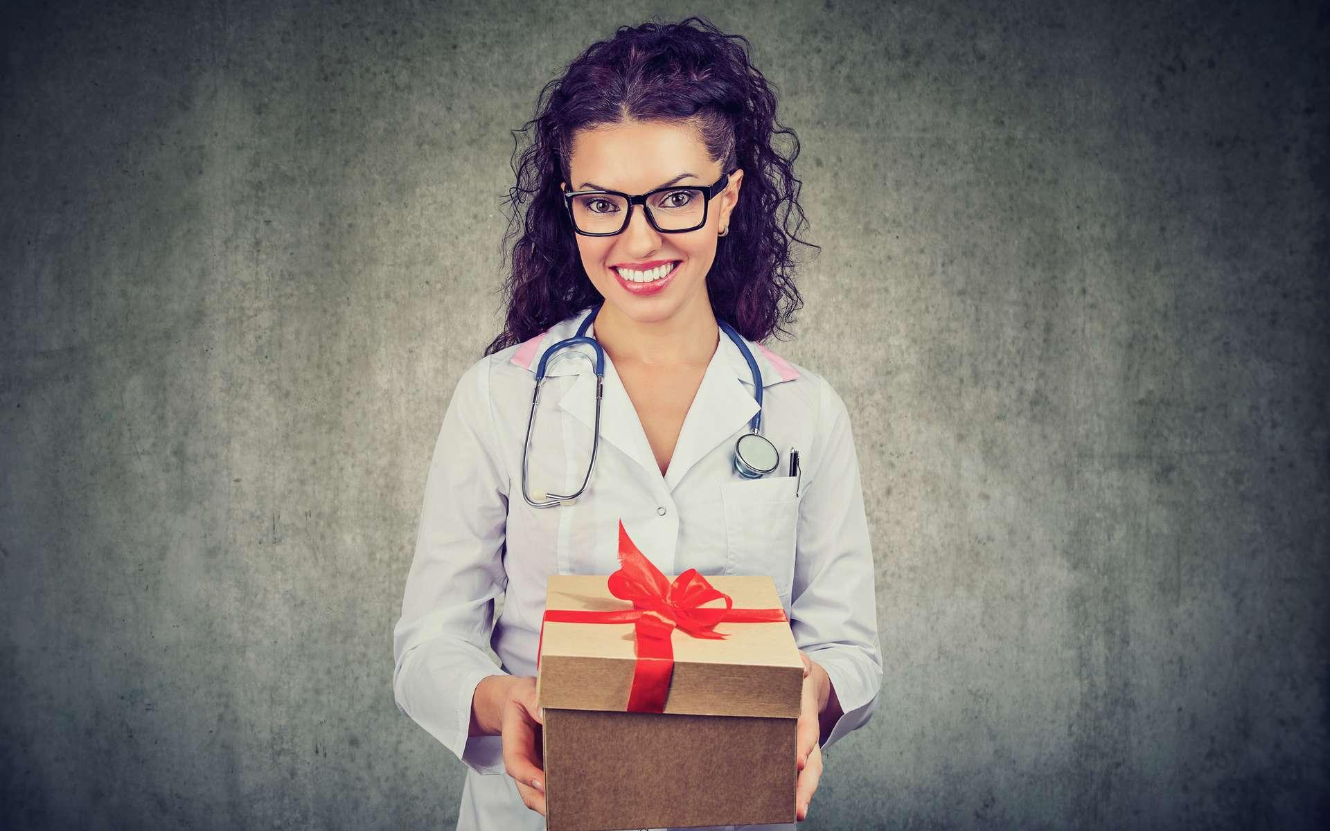 Les remboursements effectués par la Sécurité sociale par visite sont plus élevés de 5,33 euros en moyenne chez les médecins qui reçoivent plus de 1.000 euros de « cadeaux » par an. © pathoc, Adobe Stock