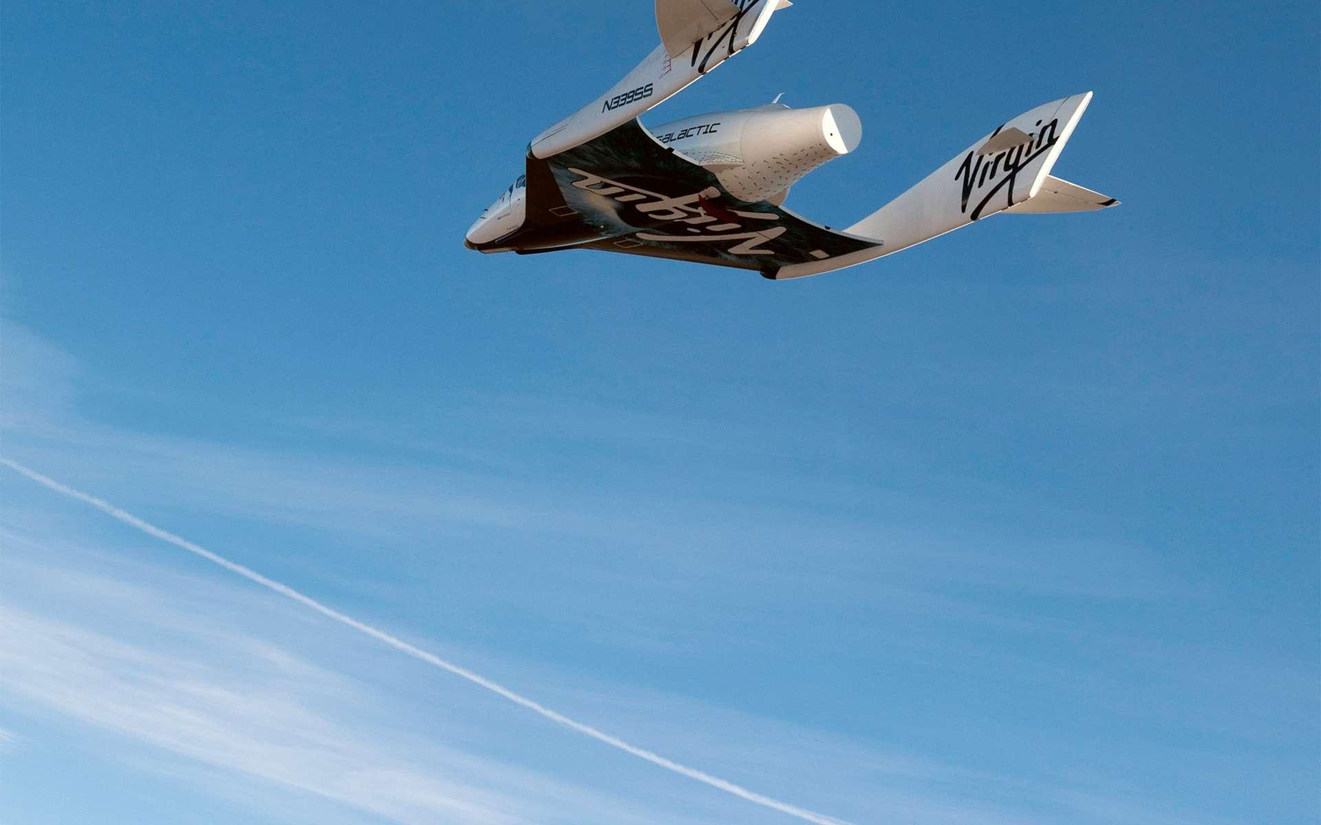 Avec sa large cabine pouvant contenir 6 passagers et 2 pilotes, le SpaceShipTwo se prête bien à l'emport d'expériences scientifiques à réaliser en microgravité. © Virgin Galactic