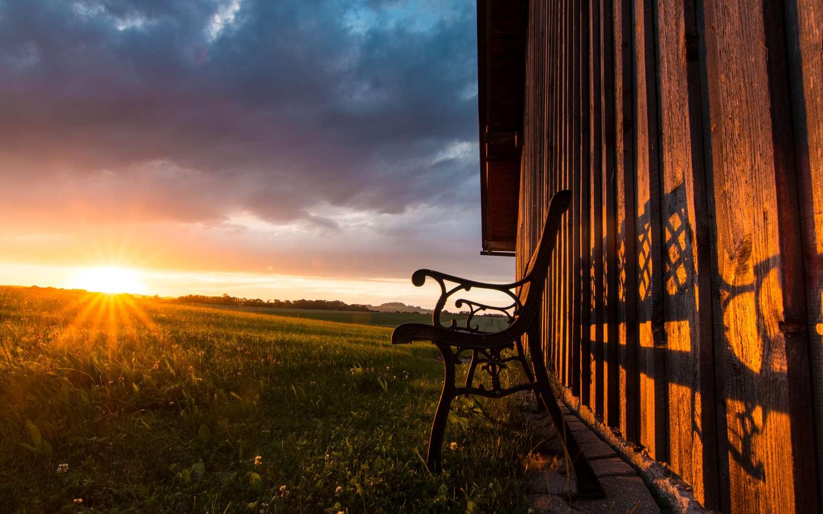 Coucher de Soleil à l'équinoxe de septembre. © Michael, Fotolia