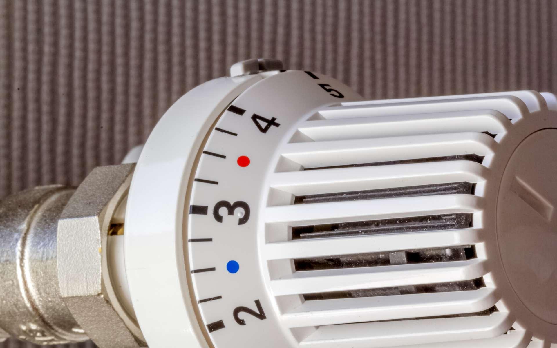 Le thermostat d'ambiance est complémentaire à son usage. © Unclesam, Adobe Stock