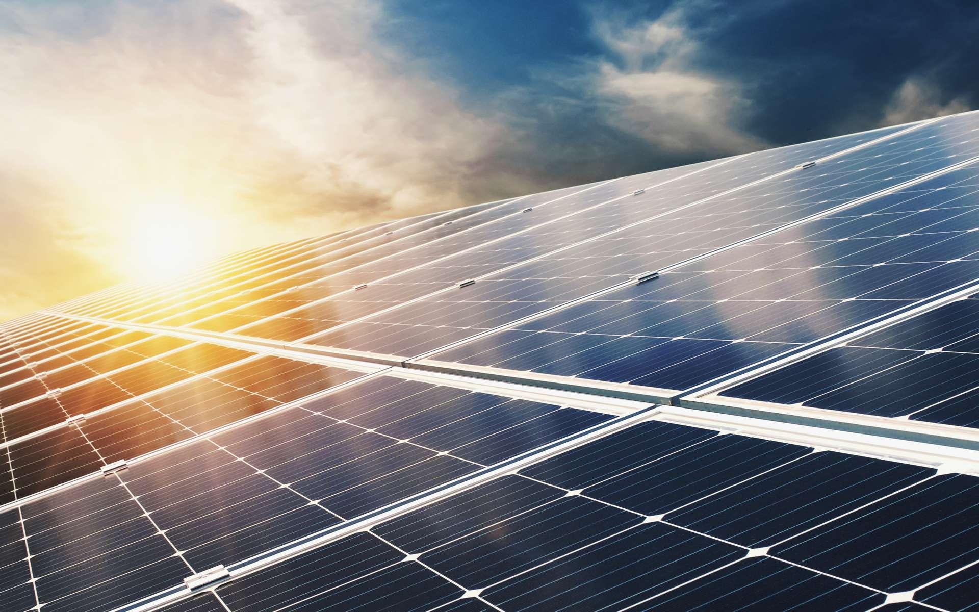 La cellule solaire tandem proposée par les chercheurs combine la technologie au silicium maîtrisée par les industriels avec la nouvelle technologie des pérovskites. © lovelyday12, Adobe Stock