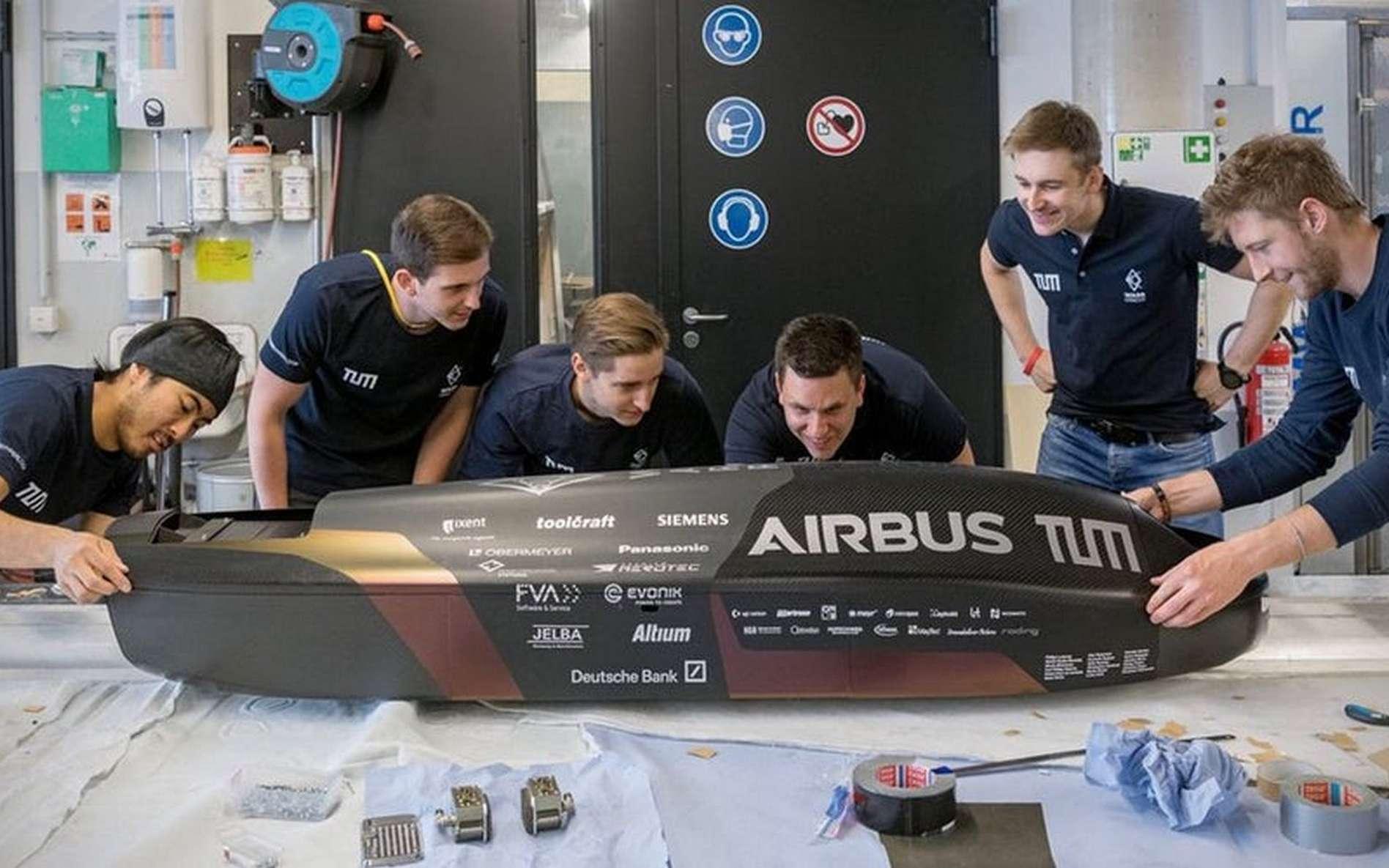 La capsule en fibre de carbone de l'équipe allemande Warr Hyperloop. © Warr Hyperloop
