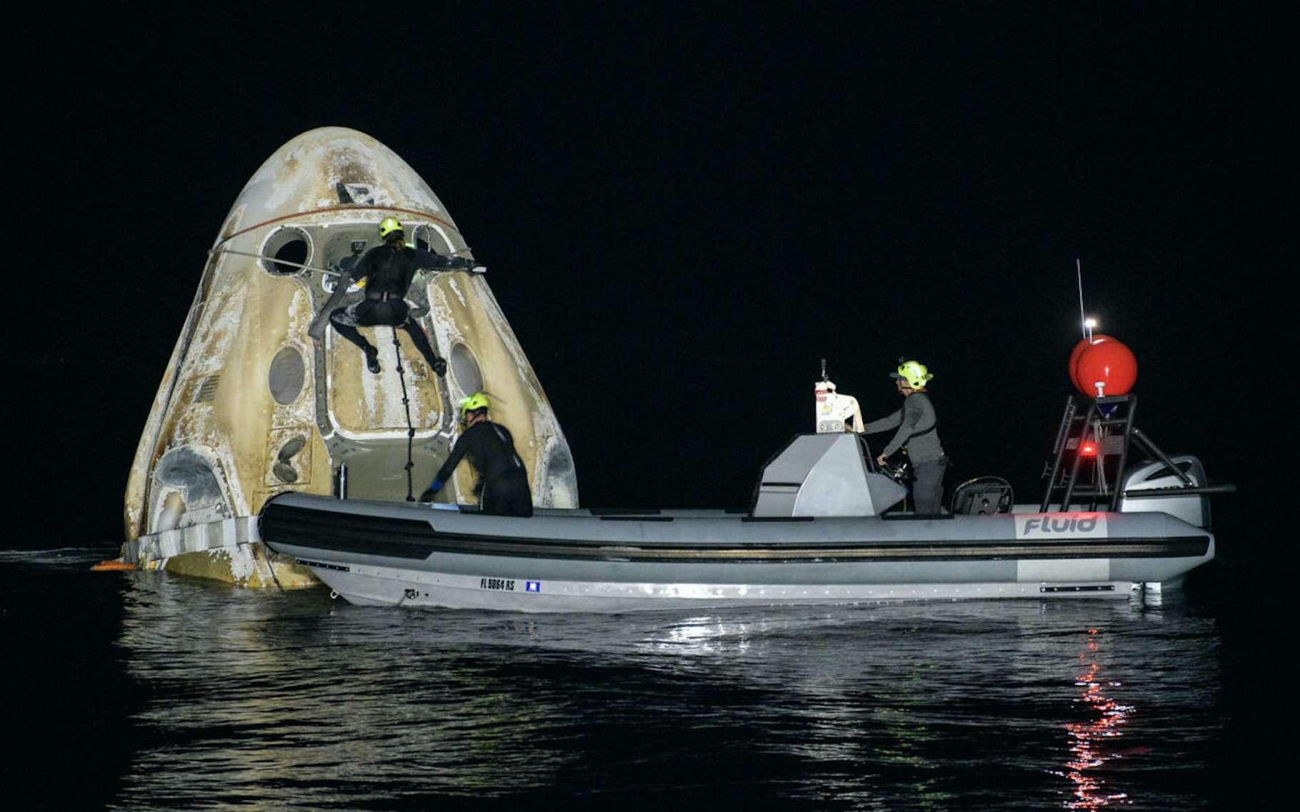 Les astronautes de Crew-1 sont revenus sur Terre en pleine nuit. © Nasa