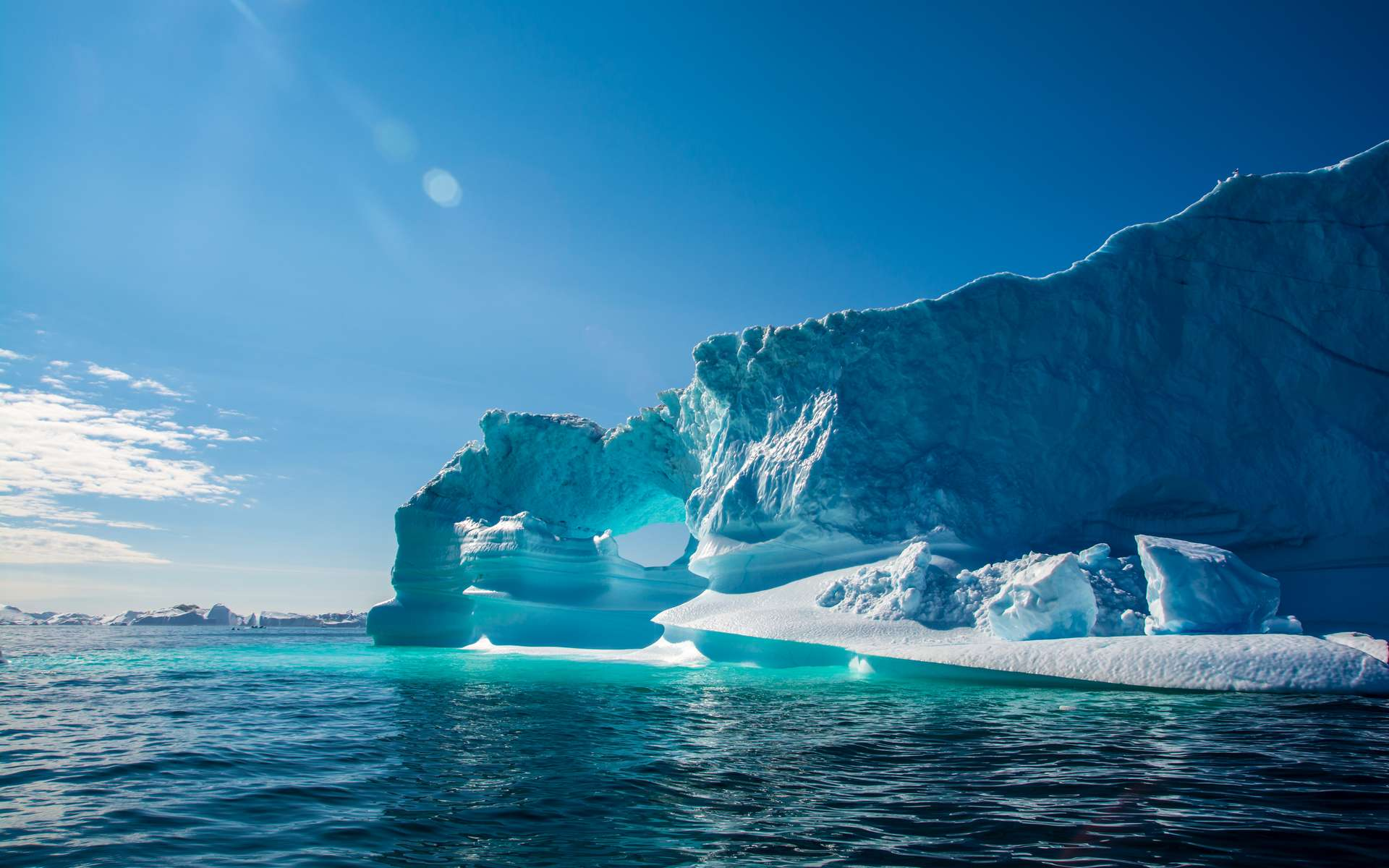 Des lacs se forment sur la deuxième plus grande calotte glacière au monde, ce qui pourrait causer son instabilité. © Mikhail79spb, Adobe Stock