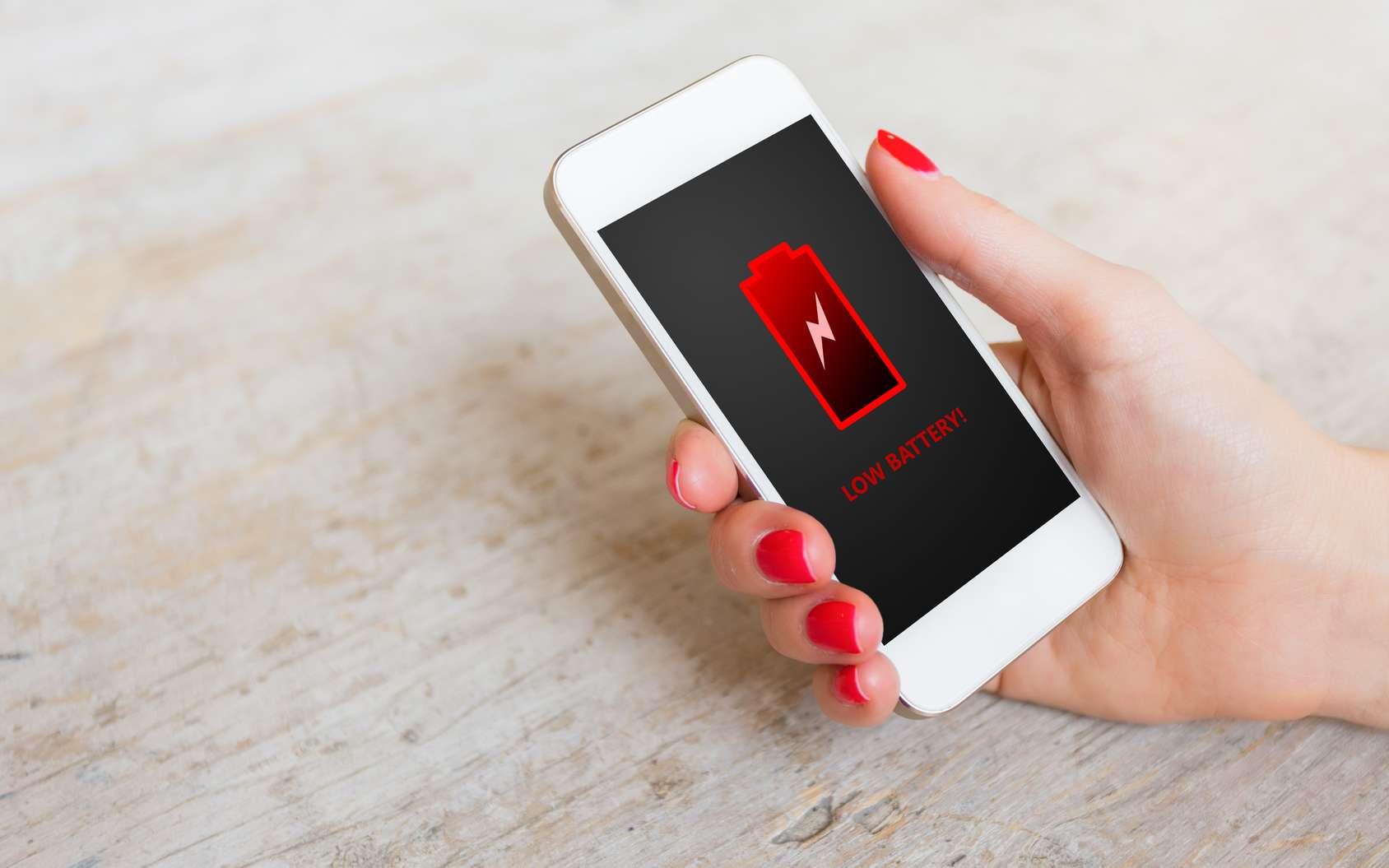 L'autonomie de la batterie est un véritable problème sur beaucoup de smartphones, et encore plus sur l'iPhone. © Kaspars Grinvalds, fotolia