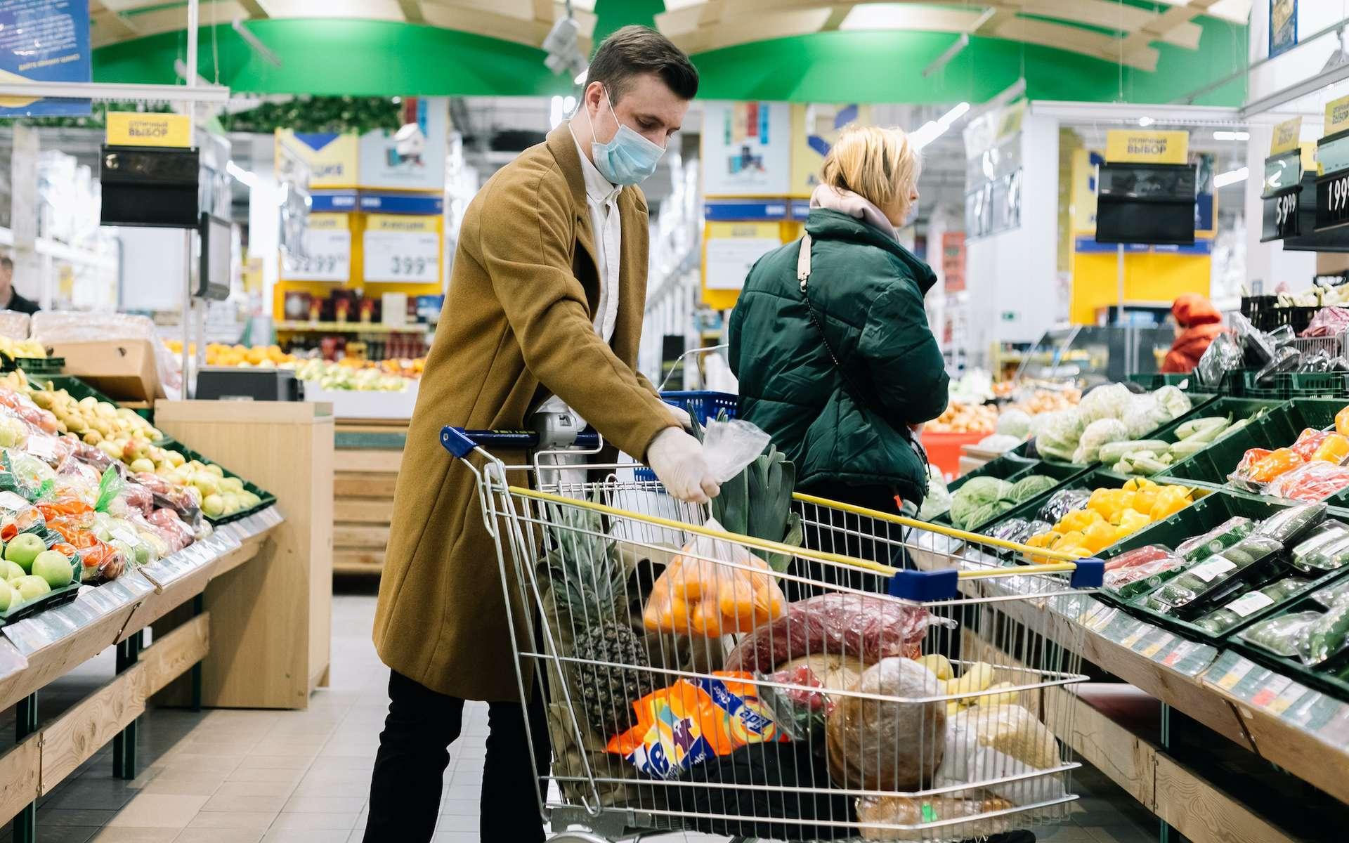 Peut-on être contaminé en faisant ses courses ? © Egor Vidinev, Adobe Stock