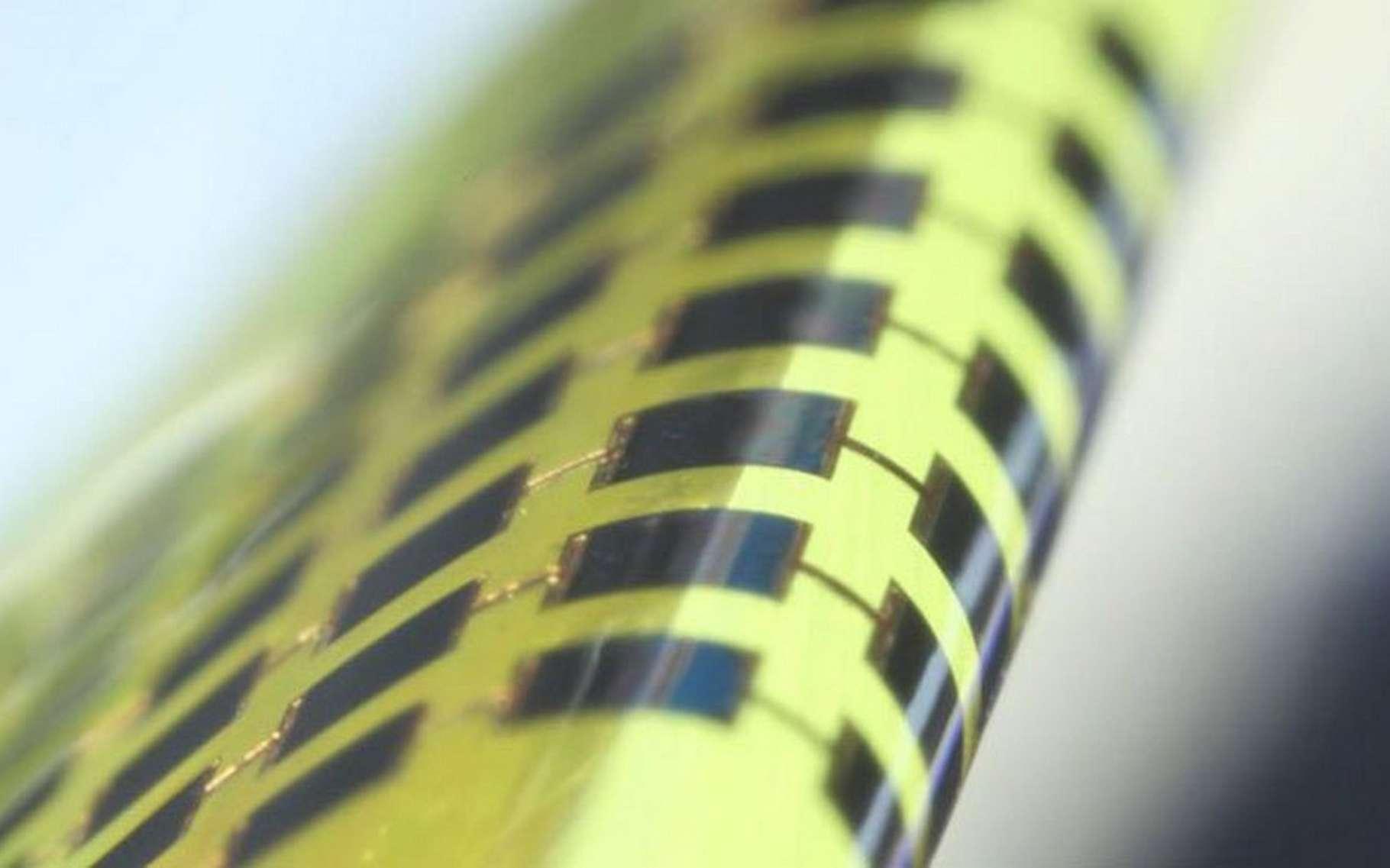 Les cellules photovoltaïques fabriquées par l'équipe du Gwangju Institute of Science and Technology ont pu supporter 1.000 cycles de flexion sans que leurs performances ne se dégradent. Il en faudrait toutefois beaucoup plus pour envisager une utilisation sur des produits électroniques grand public. © Juho Kim, APL