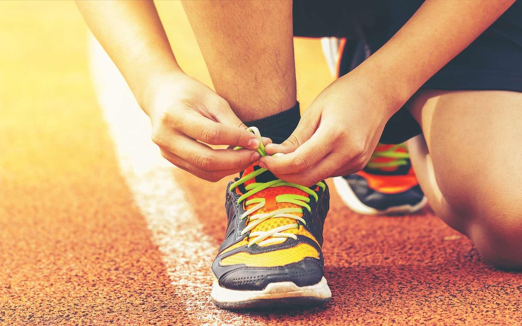 Quand vous lacez vos chaussures, d'un geste automatique, vous utilisez votre mémoire procédurale. © Shutter Ryder, Shutterstock