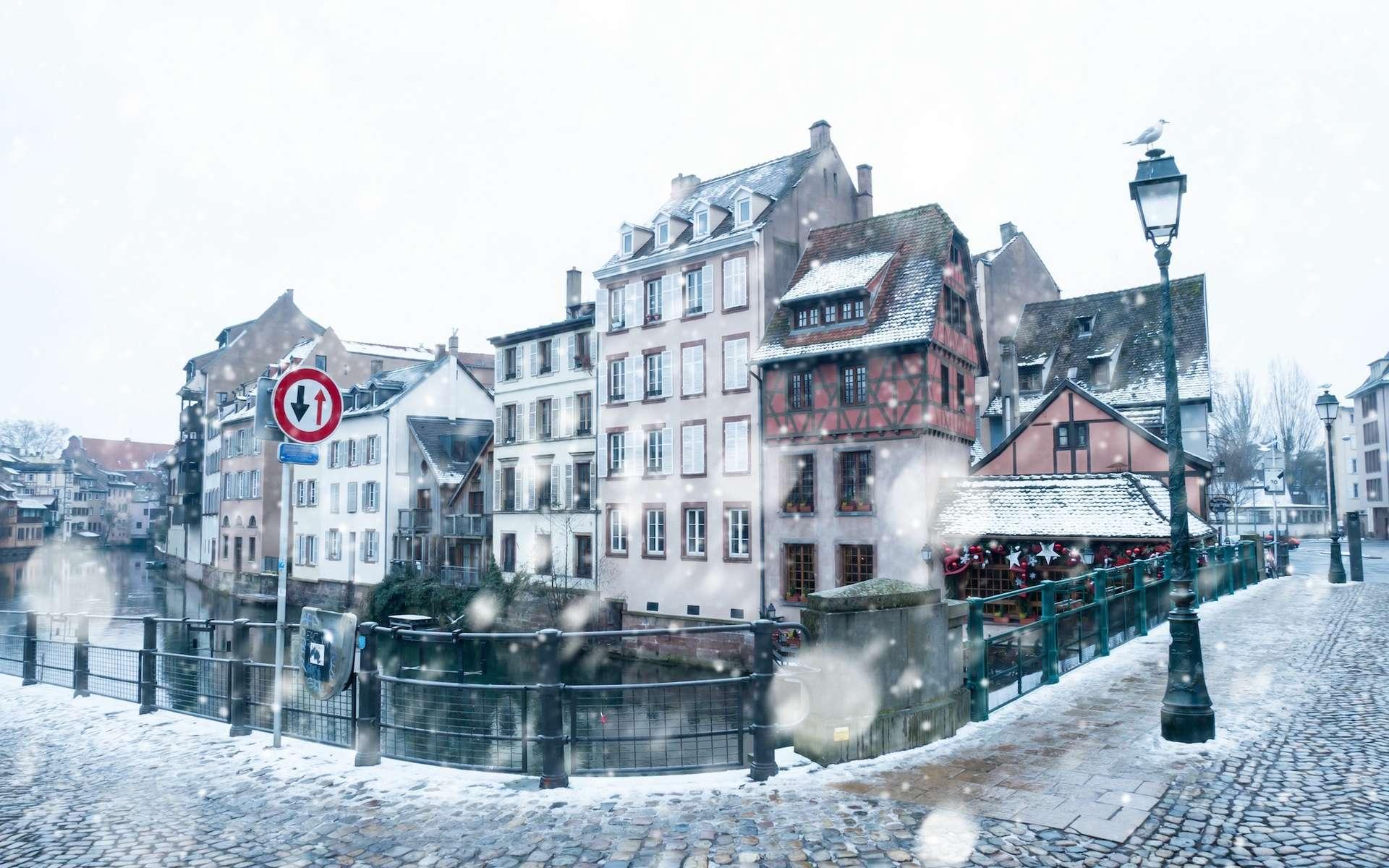 Strasbourg en hiver sous la neige. © Alexi Tauzin, Adobe Stock