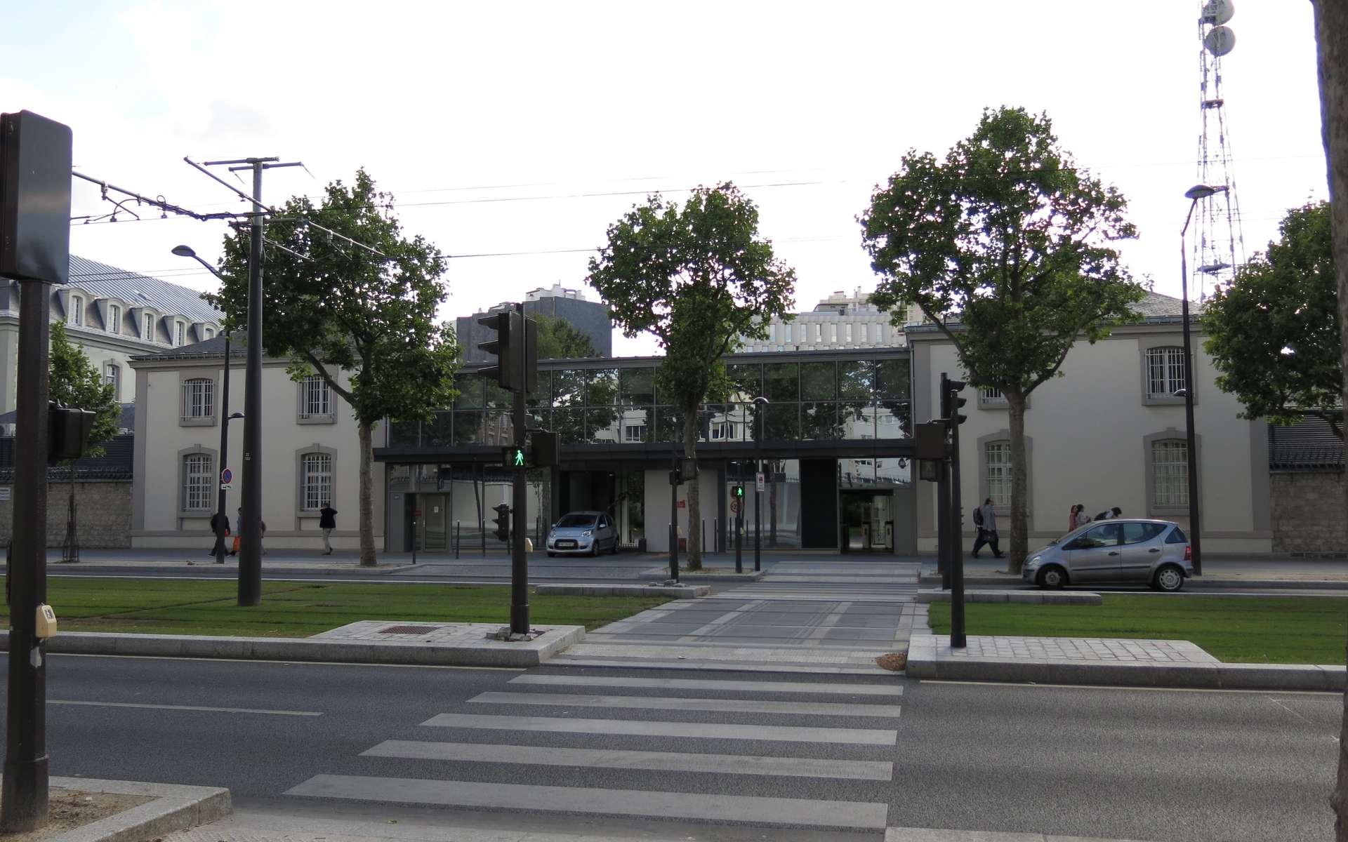 Le siège de la DGSE se situe boulevard Mortier à Paris. © Tangopaso, Wikimedia Commons, Domaine Public