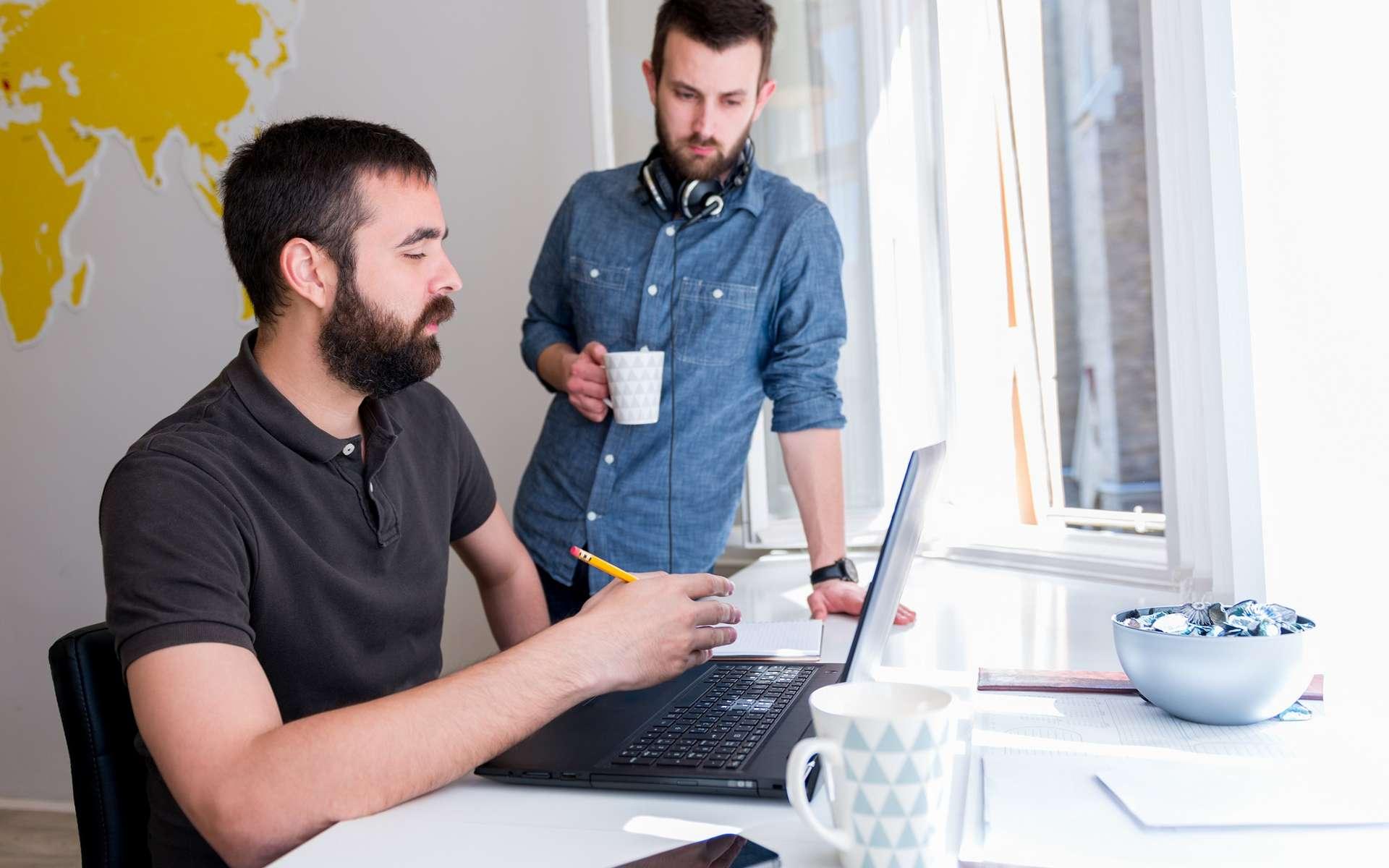 La start-up est parfois créée par de jeunes diplômés qui veulent exploiter une technologie innovante. © Stock Rocket, Shutterstock