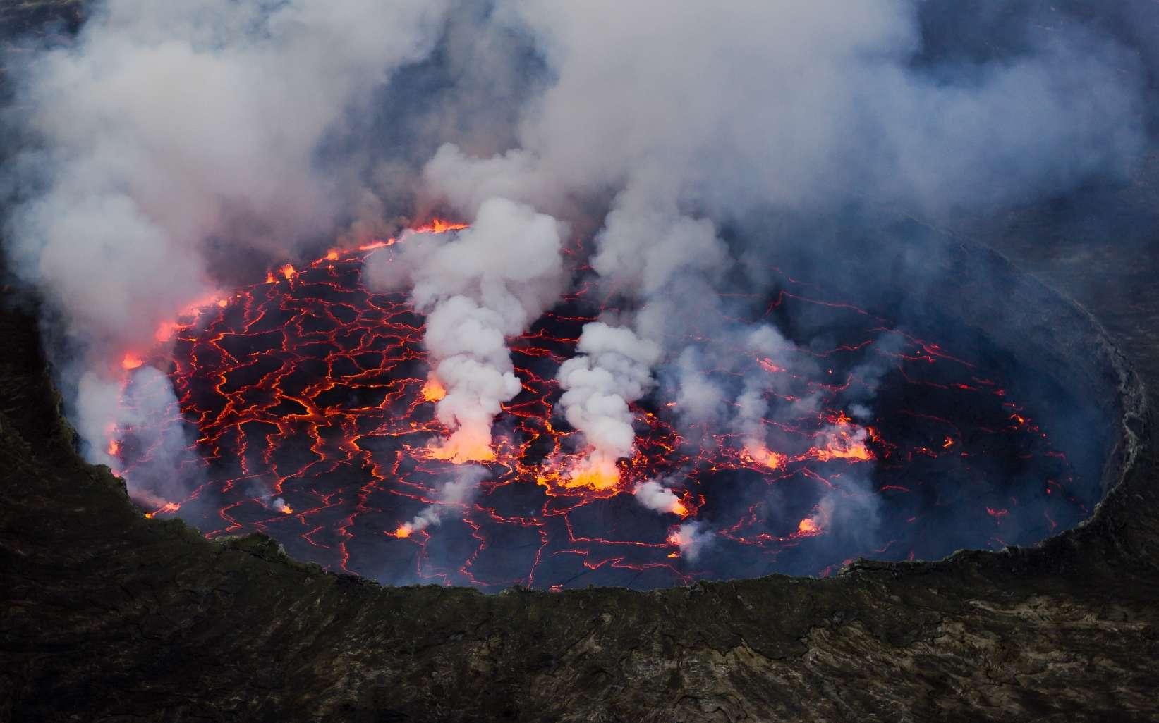 Le lac de lave du Nyiragongo permet de se faire une idée de ce à quoi pouvait ressembler un océan de magma. © Cai Tjeenk Willink, CC by-sa 3.0