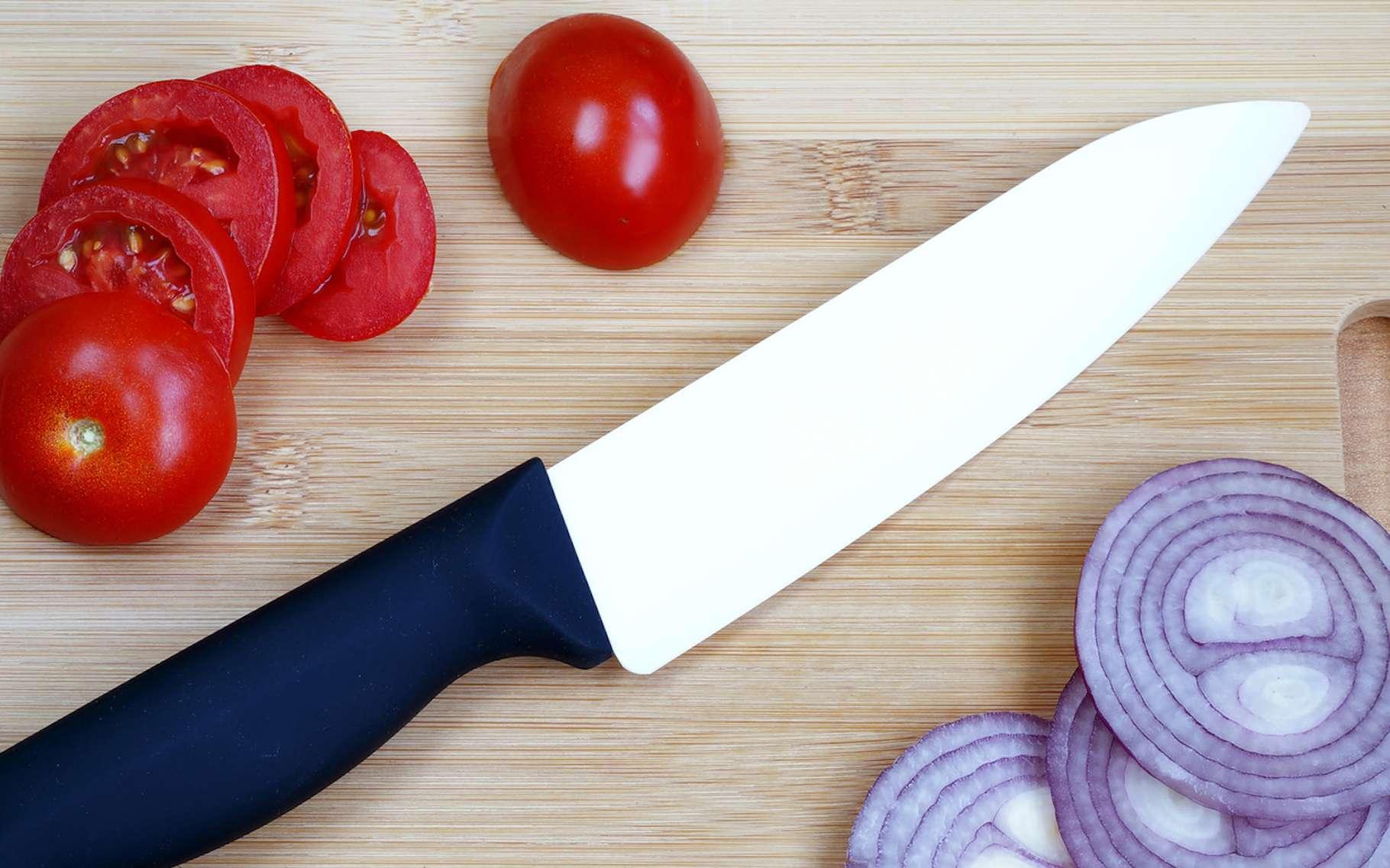 La zircone est une céramique qui peut être utilisée pour la fabrication de lames de couteaux. © vadimdem, Fotolia