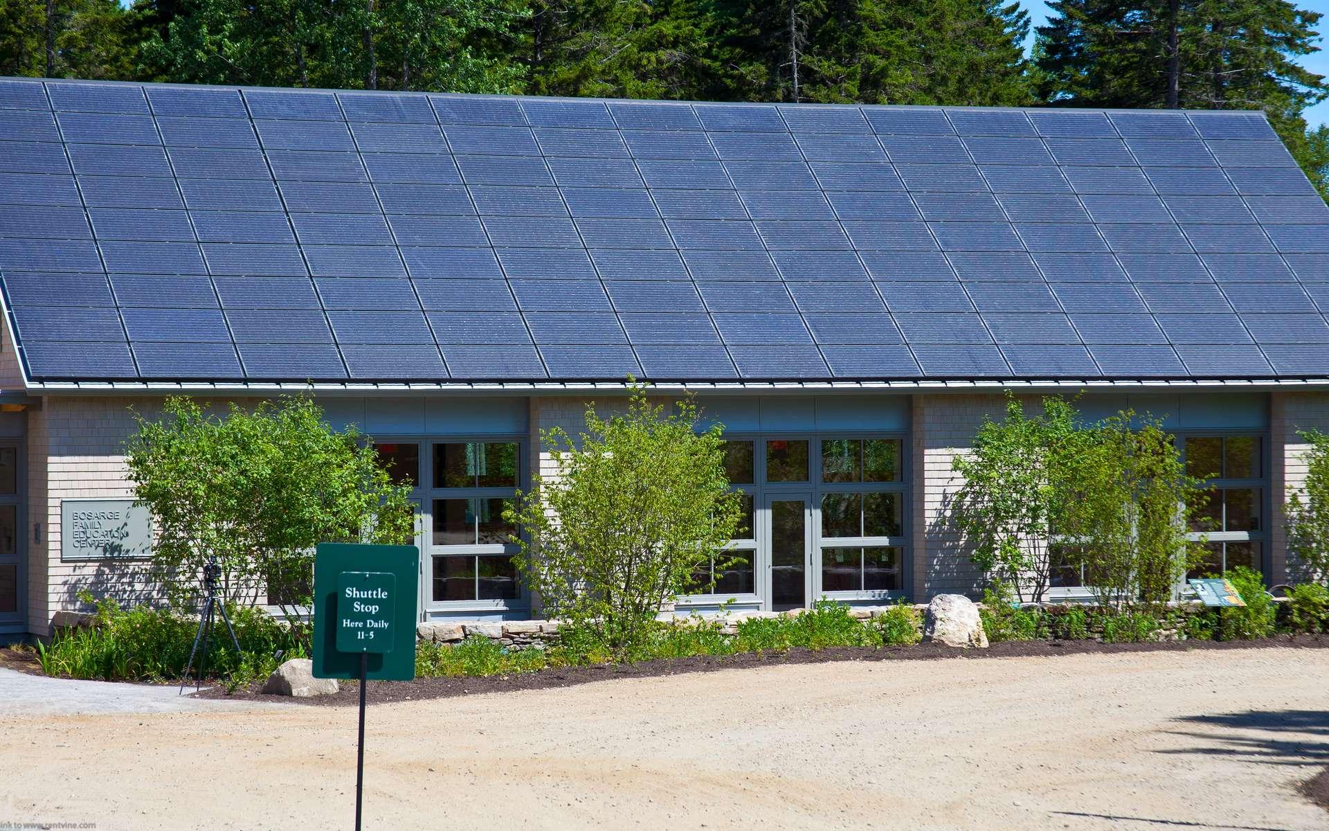 L'un des inconvénients de l'énergie solaire réside dans le fait que pour assurer une production d'énergie suffisante, il est essentiel d'installer une bonne surface de panneaux photovoltaïques. © Dave Dugdale, Flickr, cc by sa 2.0