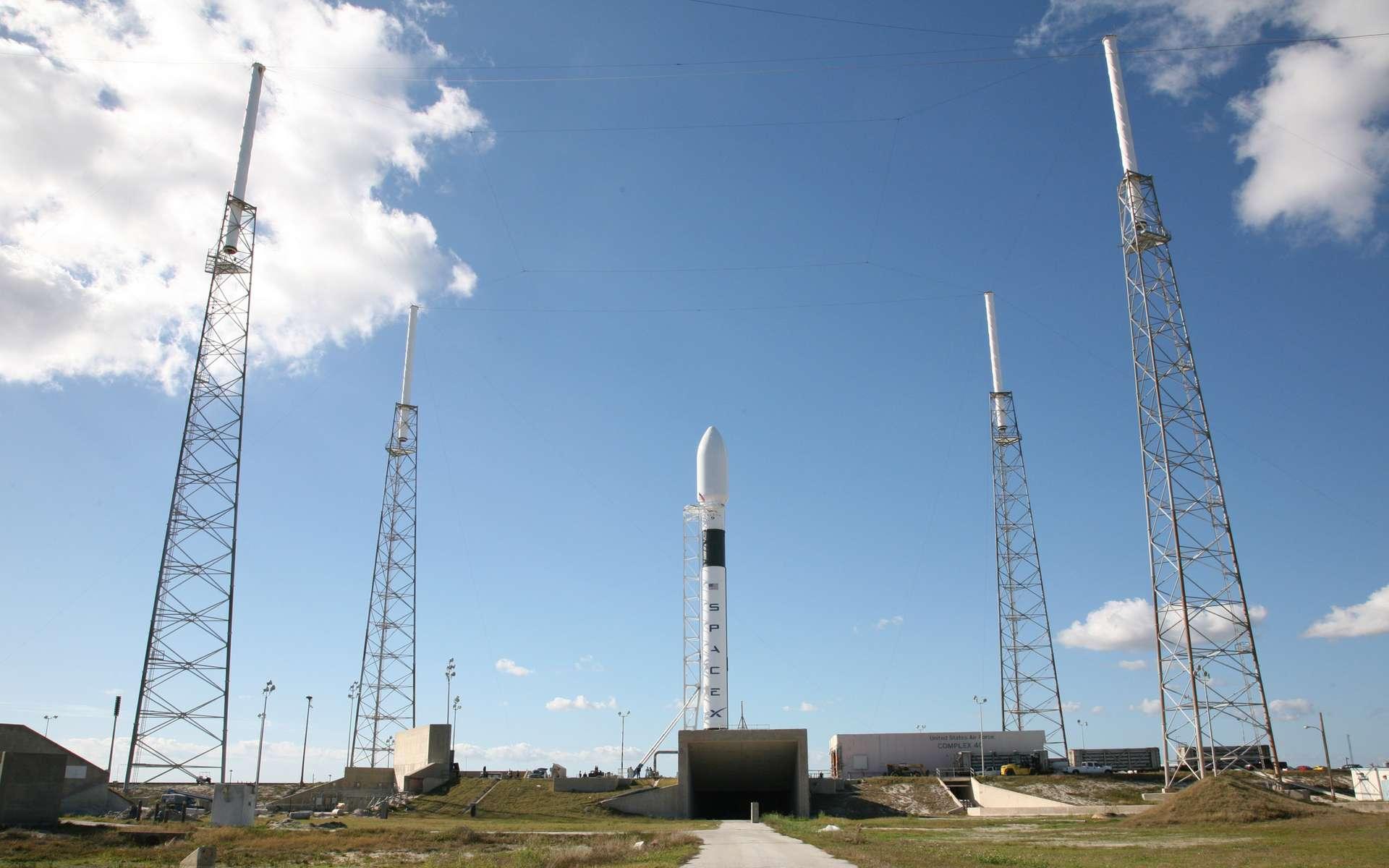 D'après une étude de la Nasa, le coût du développement du lanceur Falcon-9, que SpaceX compte utiliser pour lancer des Hommes et ravitailler l'ISS, revient moins cher que si la Nasa en avait la maîtrise d'œuvre. © SpaceX