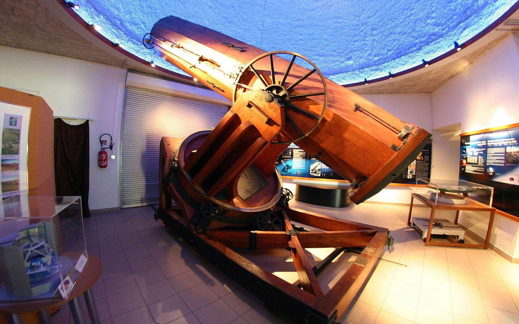 Télescope de Foucault à l'observatoire de Marseille. Premier instrument doté d'un miroir en verre (de 80 centimètres), ce télescope de Foucault datant du XIXe siècle se trouve à l'observatoire de Marseille. © Jean-Baptiste Feldmann