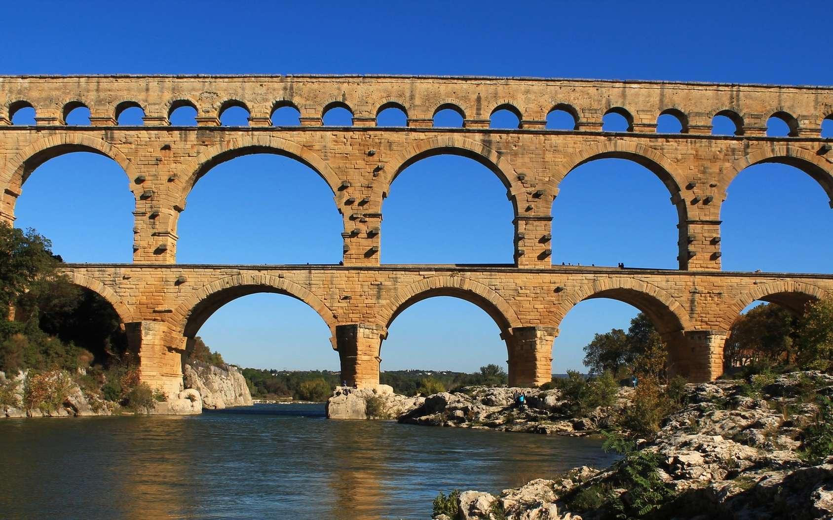 Vue d'ensemble du pont du Gard, aqueduc à trois niveaux bâti par les Romains au milieu du Ier siècle de notre ère. © Marine26, Fotolia2.0