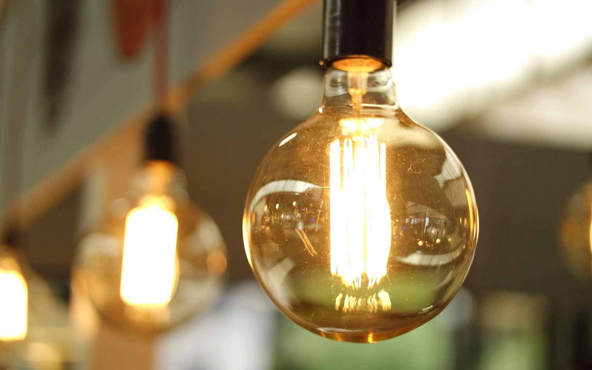 Réduire sa consommation énergétique permet d'alléger les factures ! © Burak Kebapci, Pexels