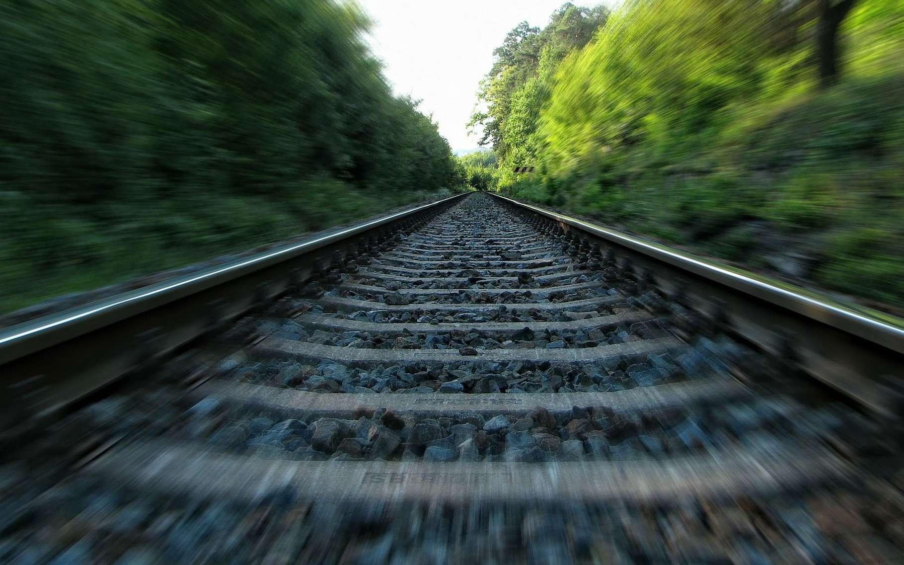 Deux rails parallèles se coupent-elles vers l'infini ? © Jingoba, Pixabay, Domaine Public