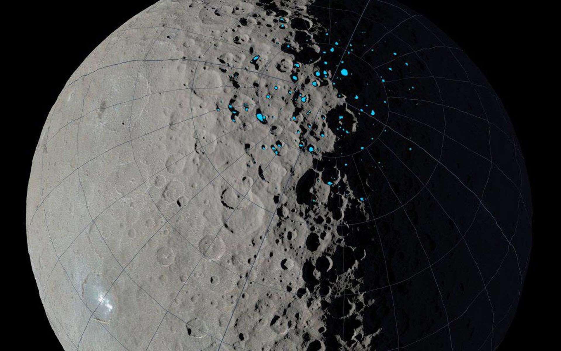 Comme sur la Lune, les pôles de Cérès sont tapis de cratères dont les planchers sont constamment à l'ombre du Soleil. Et, comme sur la Lune, les scientifiques soupçonnent qu'au fond de ces cratères gisent des dépôts de glace, accumulés depuis un milliard d'années. © Nasa ,JPL, UCLA, MPS, DLR, IDA