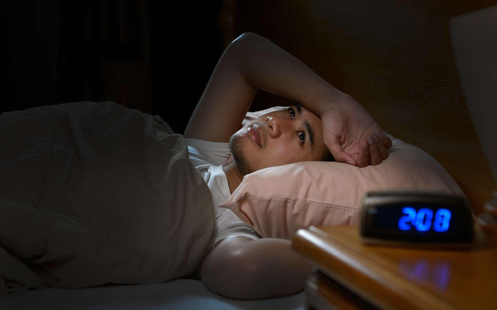 La personne insomniaque n'arrive pas à s'endormir ou se réveille la nuit ou bien trop tôt le matin. © amenic181, fotolia