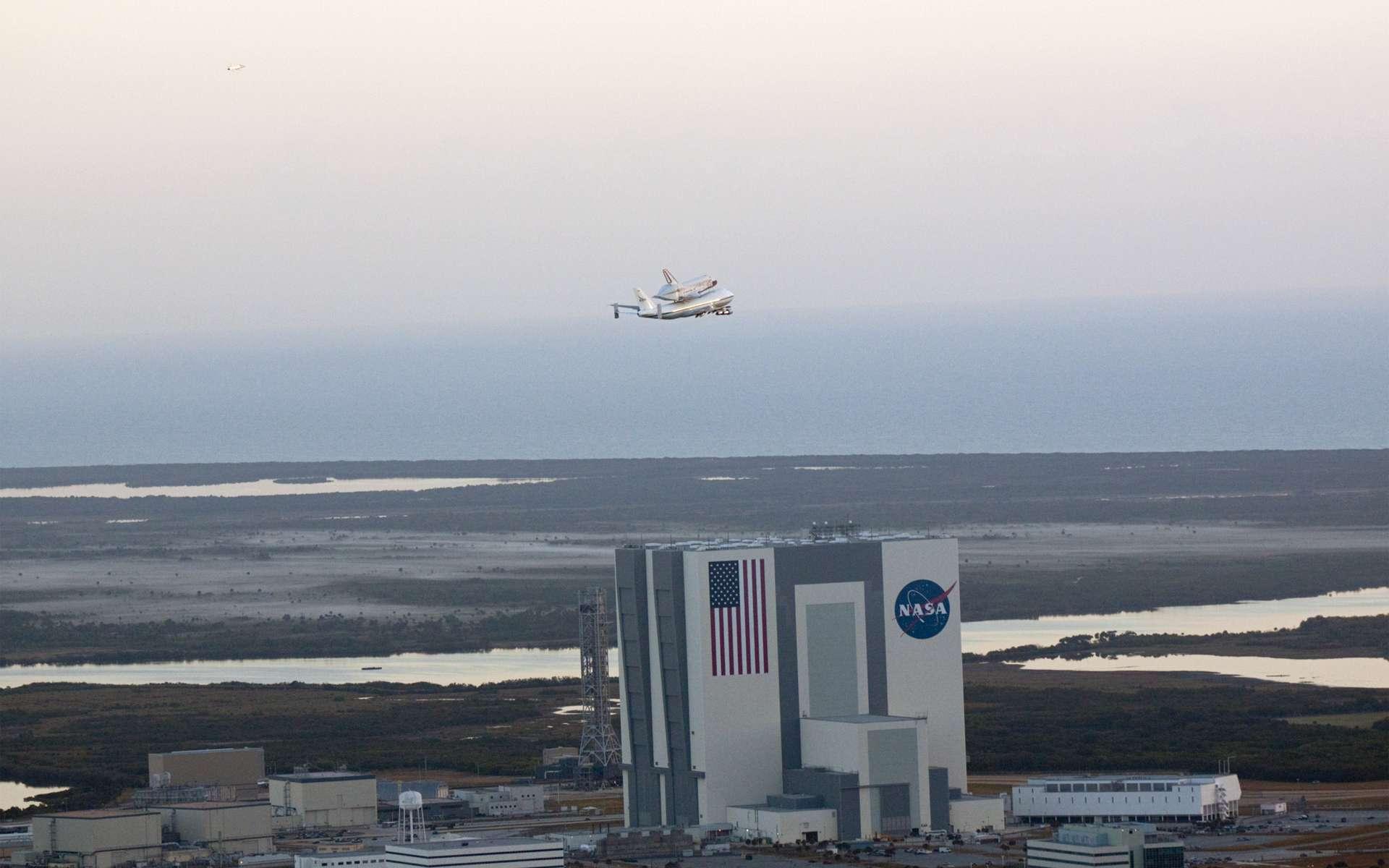 Discovery quitte le Centre spatial Kennedy et sera exposée au Musée national de l'air et de l'espace Smithsonian. © Nasa/Glenn Benson
