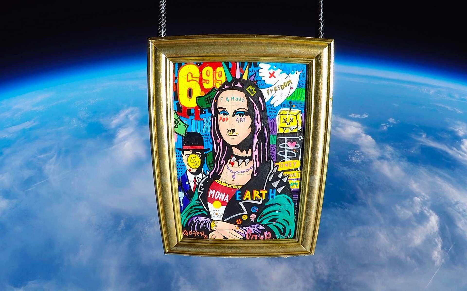 La Punk Mona de l'artiste néo pop français Jisbar flottant à plus de 30 kilomètres d'altitude. © Jisbar
