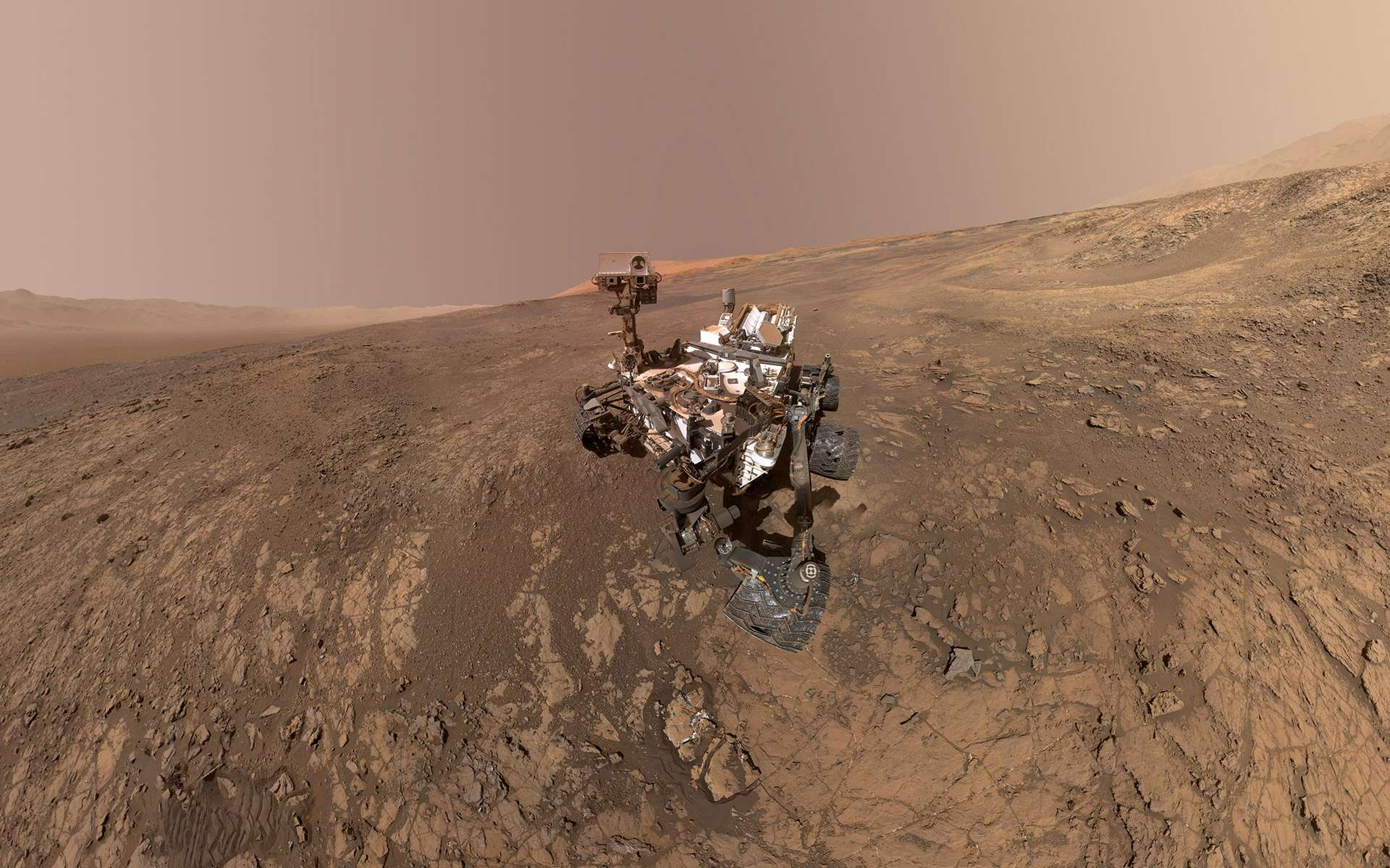 Selfie de Curiosity sur la ride d'hématite de Vera Rubin Ridge, à quelques encablures des dépôts argileux du cratère Gale. © Nasa, JPL-Caltech
