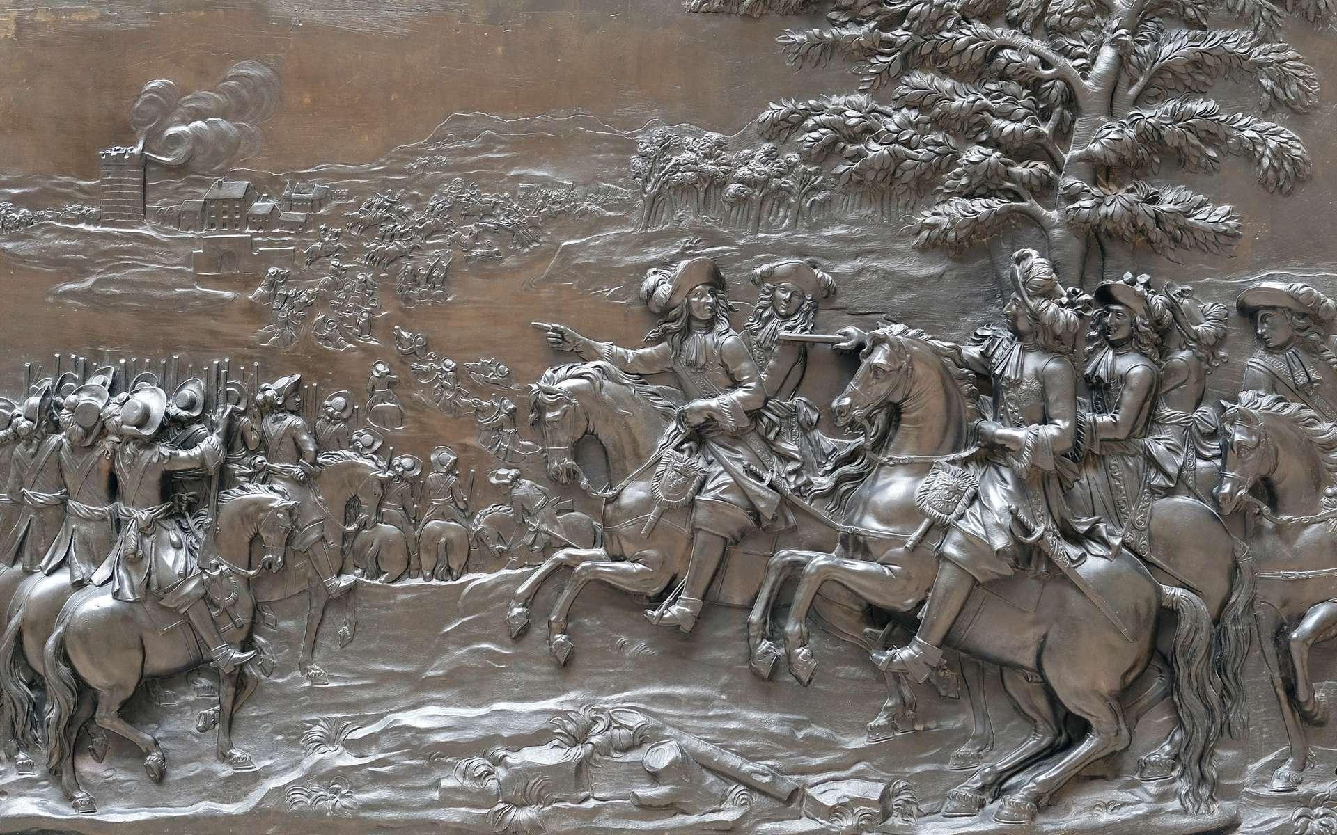Bas-relief en bronze « Le passage du Rhin » par Martin van den Bogaert dit Desjardins ; traversée du fleuve par l'armée royale en juin 1672, pour envahir la Hollande. Louis XIV et Condé sont dans le groupe de cavaliers à droite. Musée du Louvre, cour Puget. © Musée du Louvre, P. Philibert