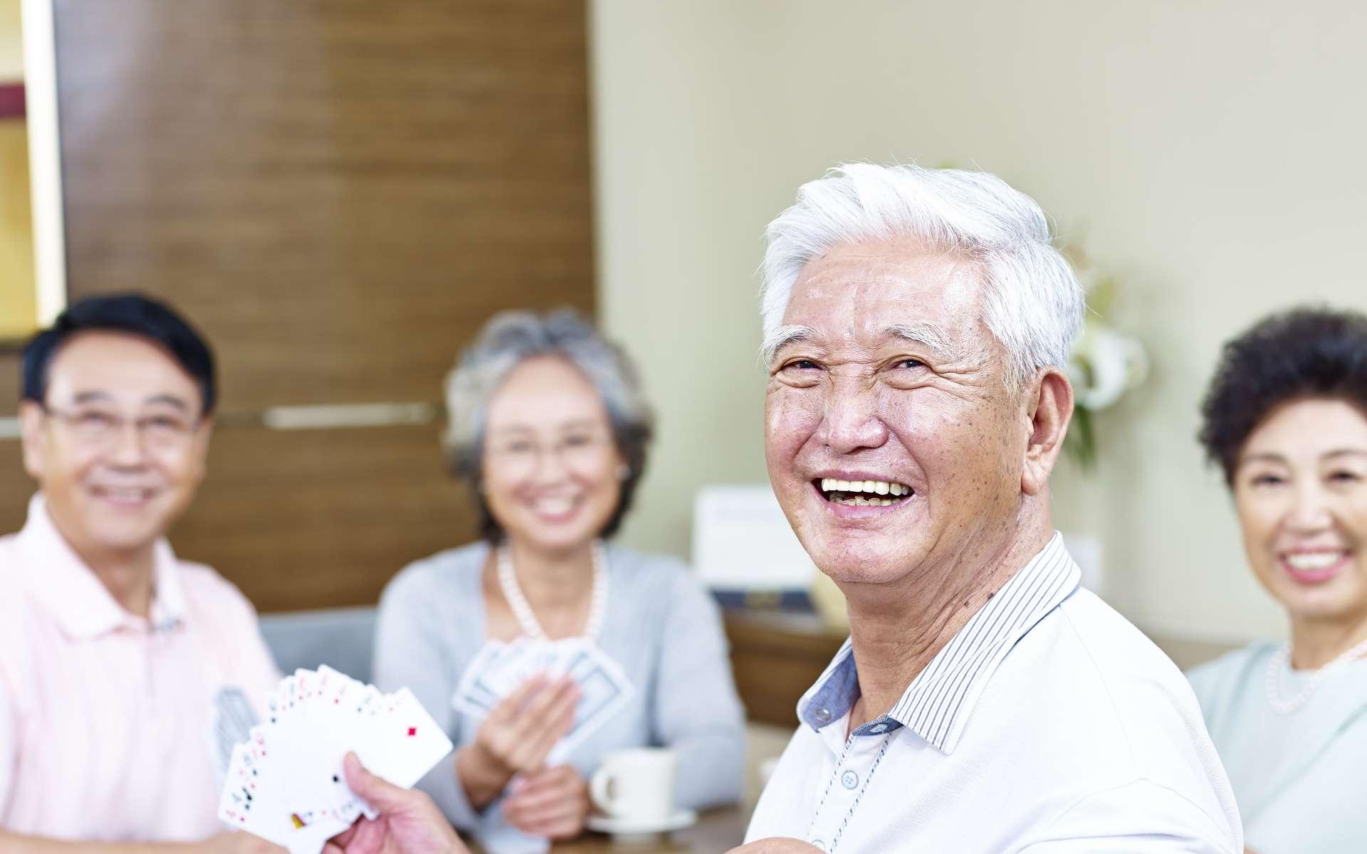 Les cheveux blancs apparaissent souvent en vieillissant. © imtmphoto, Foltia