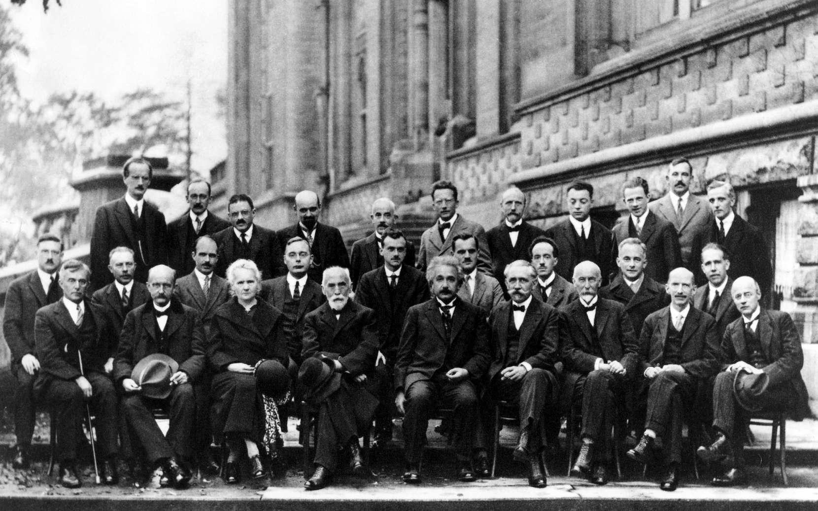 Photographie prise à la conférence de Solvay, réunissant entre autres les pères de la physique quantique © Domaine public