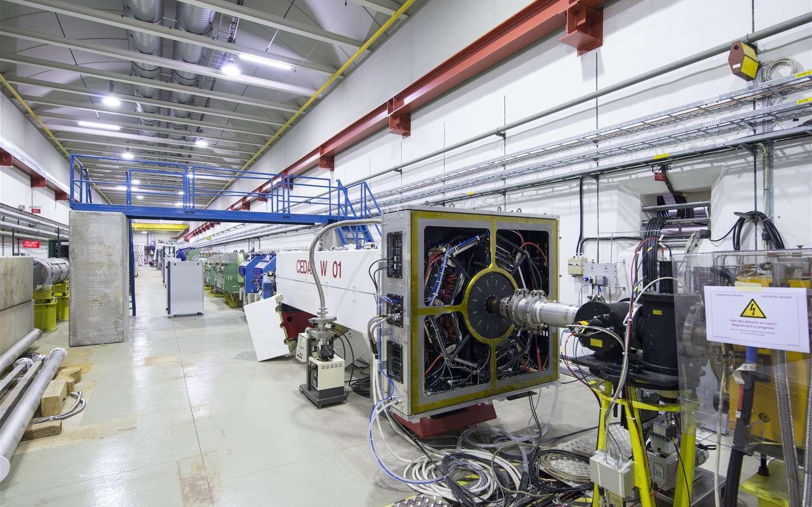 Une vue de l'expérience NA62 en cours de montage en 2012. Avec elle, les scientifiques vont étudier des modes de désintégration rares des mésons K+. Ils pourraient nous révéler l'existence d'une nouvelle physique. © Maximilien Brice, Cern