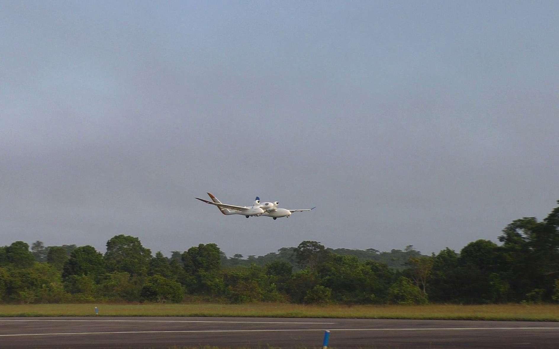 Vol d'essai à Kourou, au Centre spatial guyanais, du concept de lanceur semi-réutilisable Altaïr de l'Onera. © Cnes
