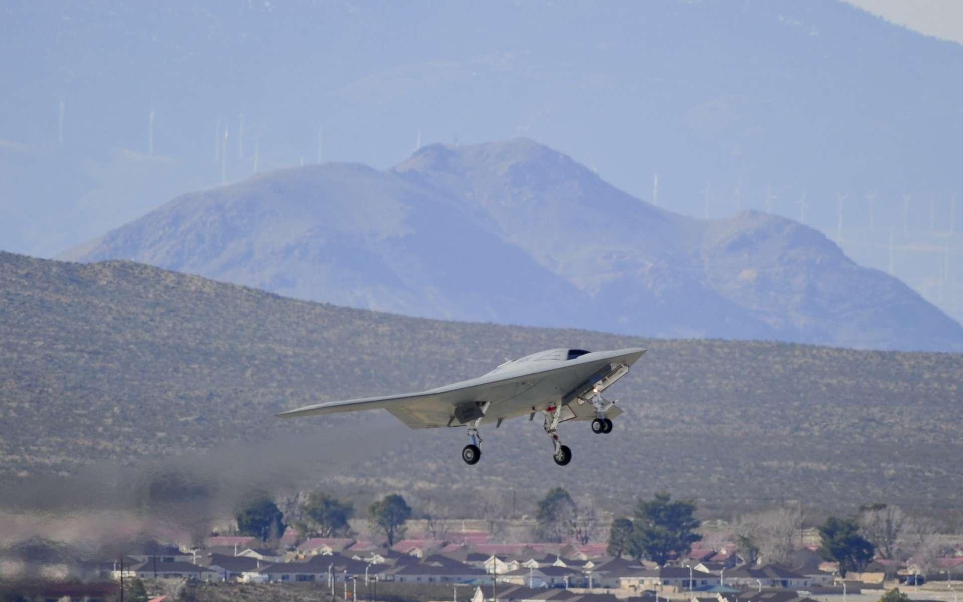 Le X47B en vol. Le pilotage de cet avion de 18 mètres d'envergure est intégralement réalisé par l'ordinateur de bord. © Norththrop Gumann