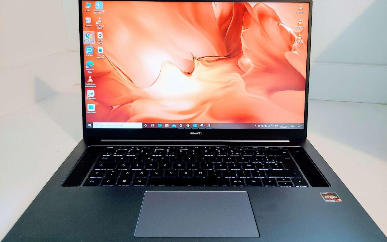 Un écran de 16,1 pouces dans le châssis d'un portable de 15,6 pouces, c'est la combinaison gagnante de Huawei avec le MateBook D16. © Futura