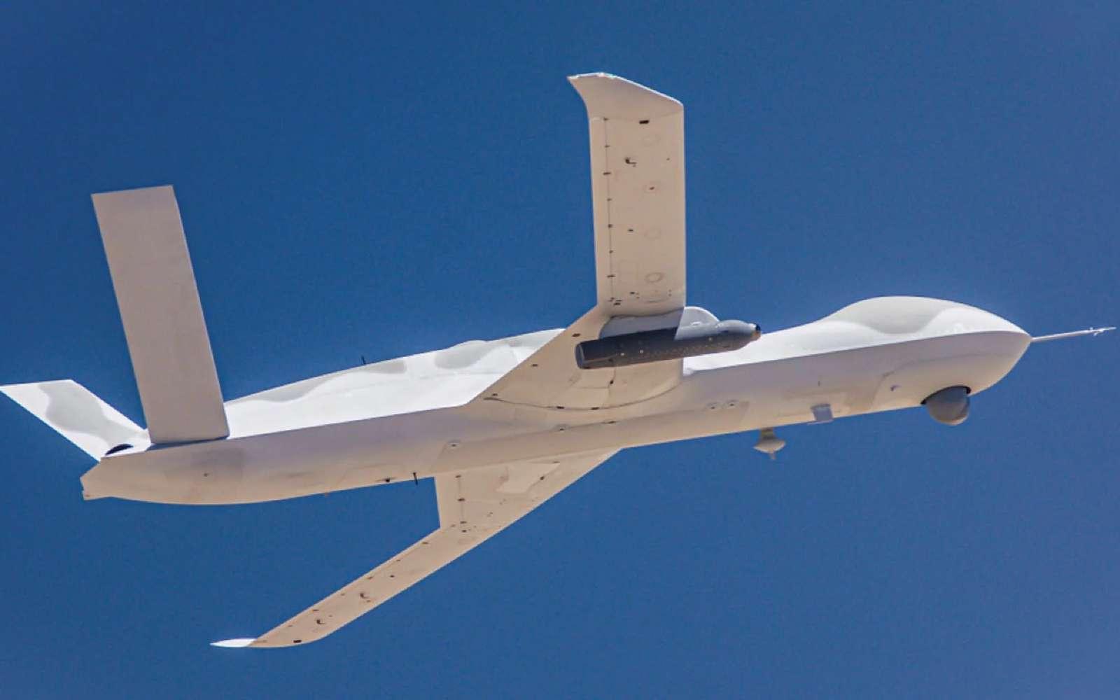 Le drone Avenger porte sous son aile droite le Legion Pod mis au point par Lockheed Martin. Avec lui, il est capable d'engager des cibles de façon totalement autonome. © General Atomics