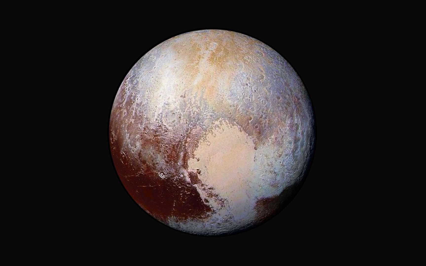 Pour ce portrait de Pluton, quatre images prises le 13 juillet avec Lorri (Long Range Reconnaissance Imager), le télescope de New Horizons, ont été superposées et colorisées à partir des données de l'instrument Ralph. Chaque tache colorée souligne la présence de matériaux différents. La sonde était à 450.000 km de Pluton lorsque ces images ont été prises. © Nasa, JHUAPL, SwRI