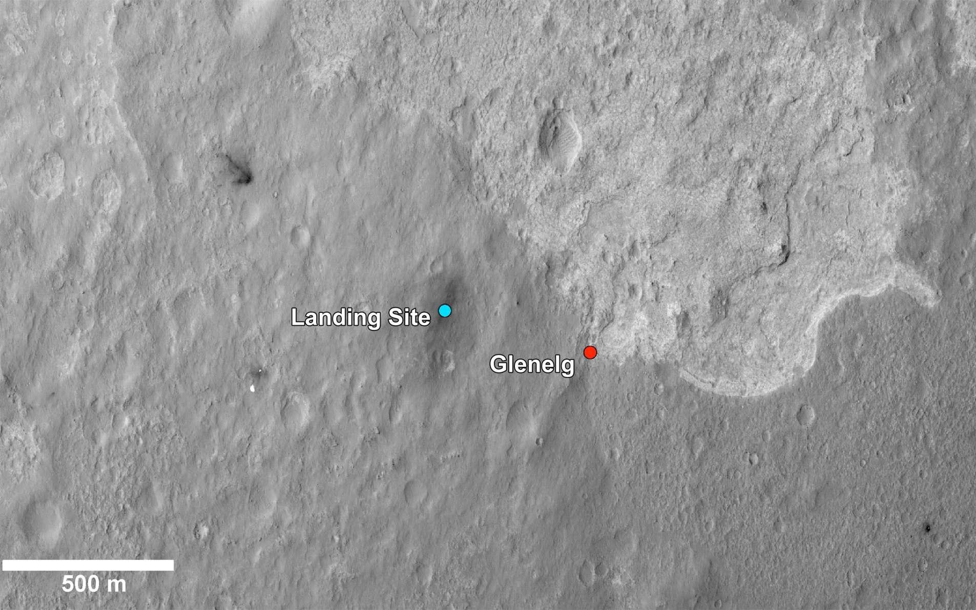 Comme le montre très bien cette vue prise depuis l'orbite martienne, Glenelg se situe à la jonction de trois sites géologiques différents. Le retour scientifique pourrait être des plus intéressant. © Nasa/JPL-Caltech/Univ. of Arizona