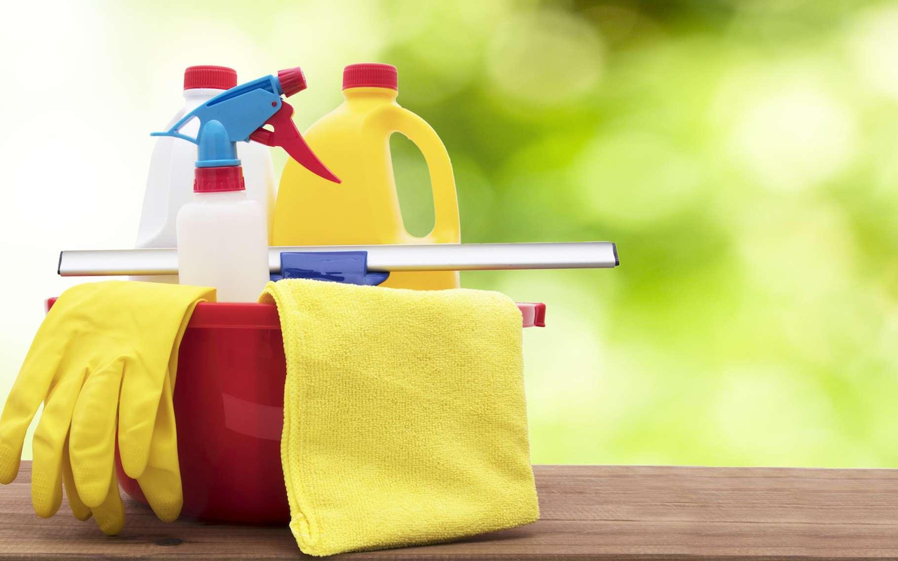 Une étude canadienne s'inquiète du lien qui semble exister entre l'exposition à des produits ménagers et l'obésité infantile. © carballo, Fotolia