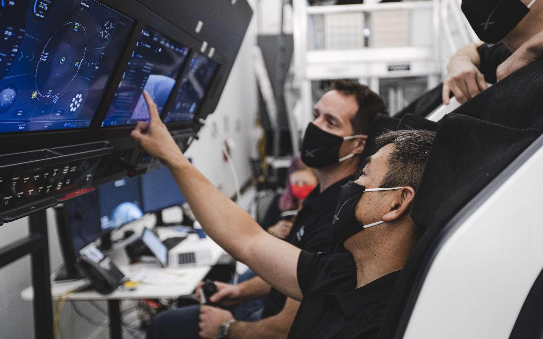 Contrôle des éléments via le tableau de bord tactile. ©Nasa/SpaceX