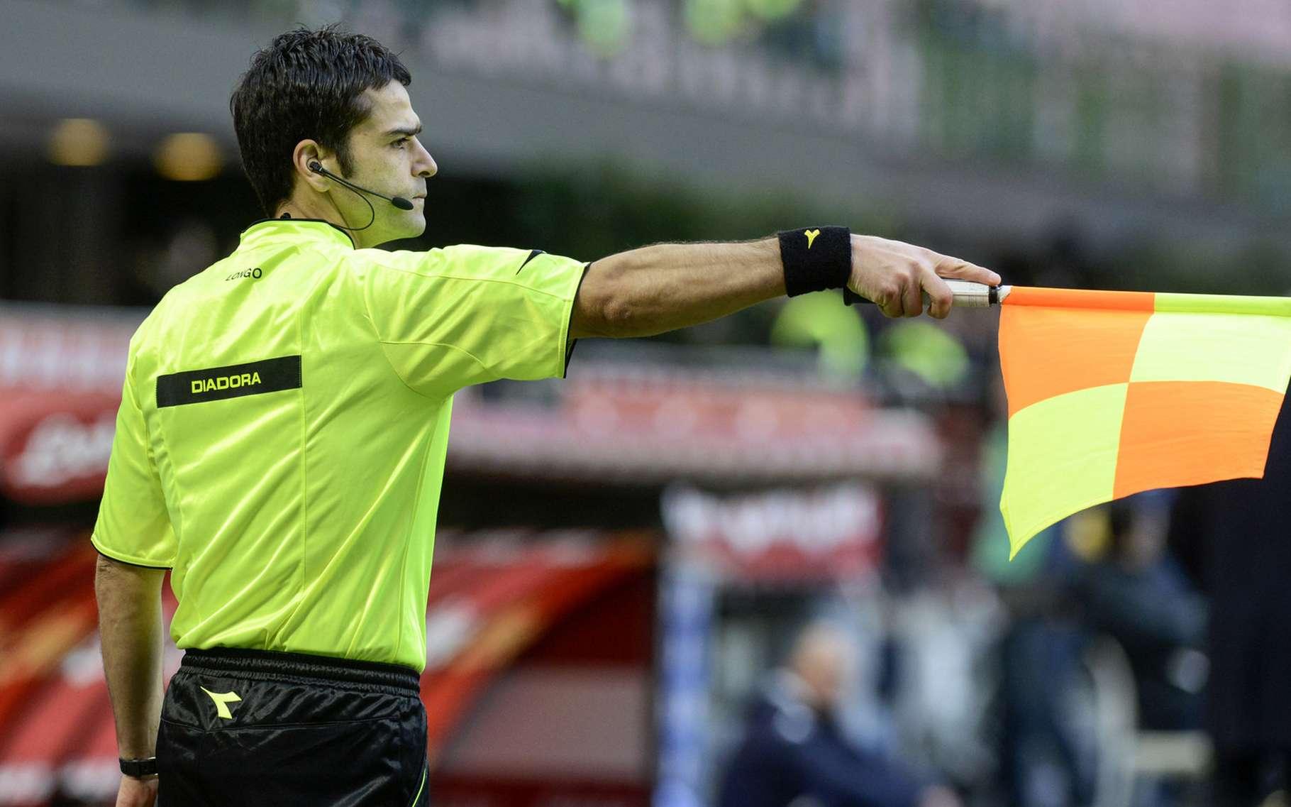 Au football, les arbitres ont bien du mal à juger un hors-jeu. La faute, notamment, aux capacités limitées de l'œil humain. © Paolo Bona, Shutterstock