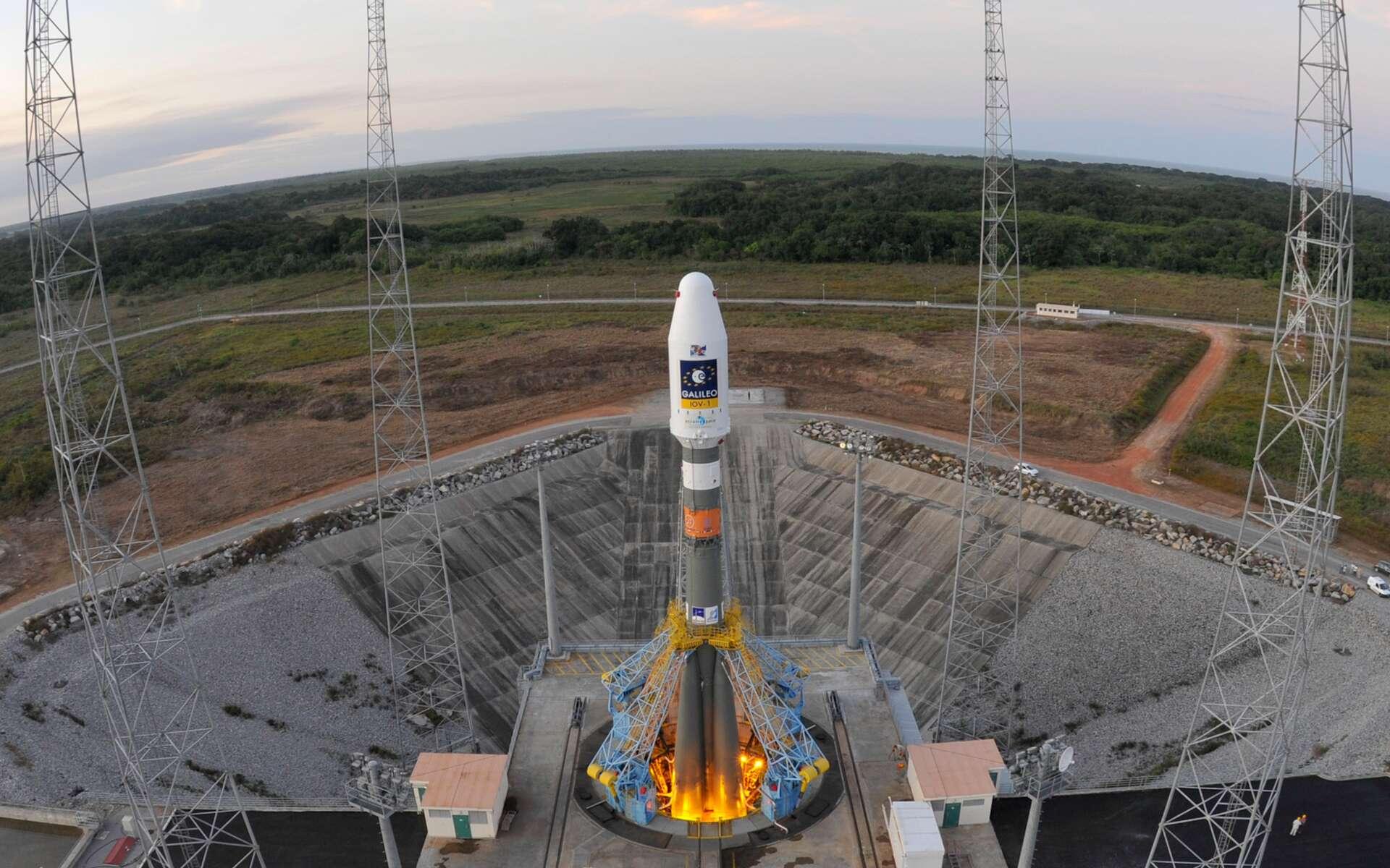Le lanceur Soyouz ST sur son pas de tir en préparation du lancement VS 01. © Esa/S. Corvaja