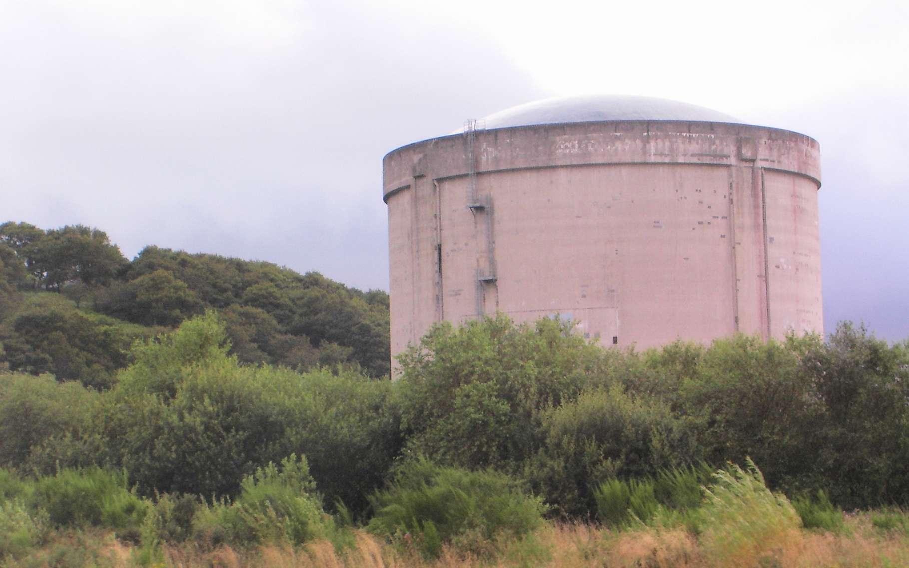 En France, la centrale nucléaire de Brennilis (Finistère) a été la seule à fonctionner avec un réacteur à eau lourde. © France64610, Wikipedia, CC by-sa 3.0