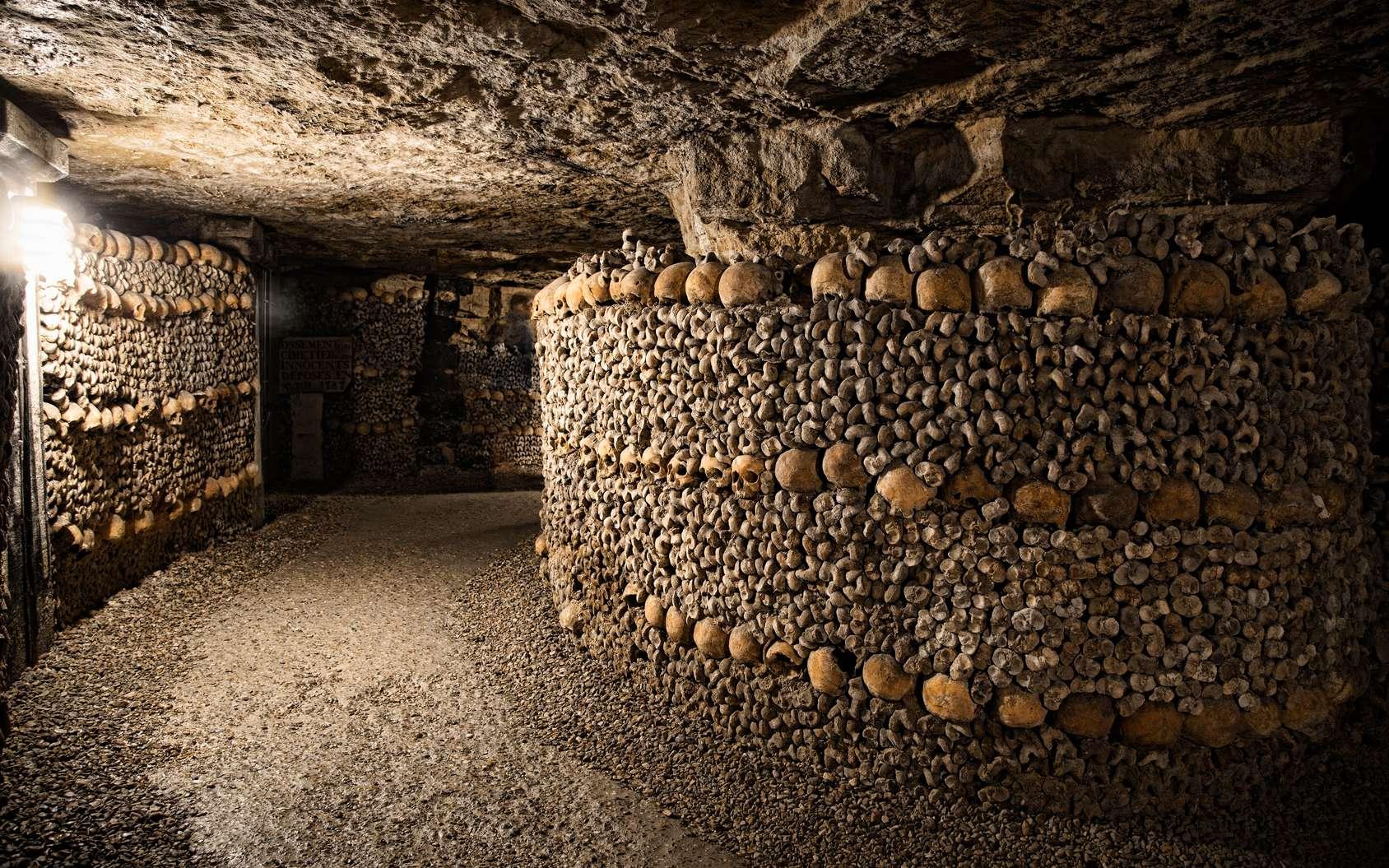 Parmi les visites insolites à Paris, les catacombes. © dirk94025, fotolia