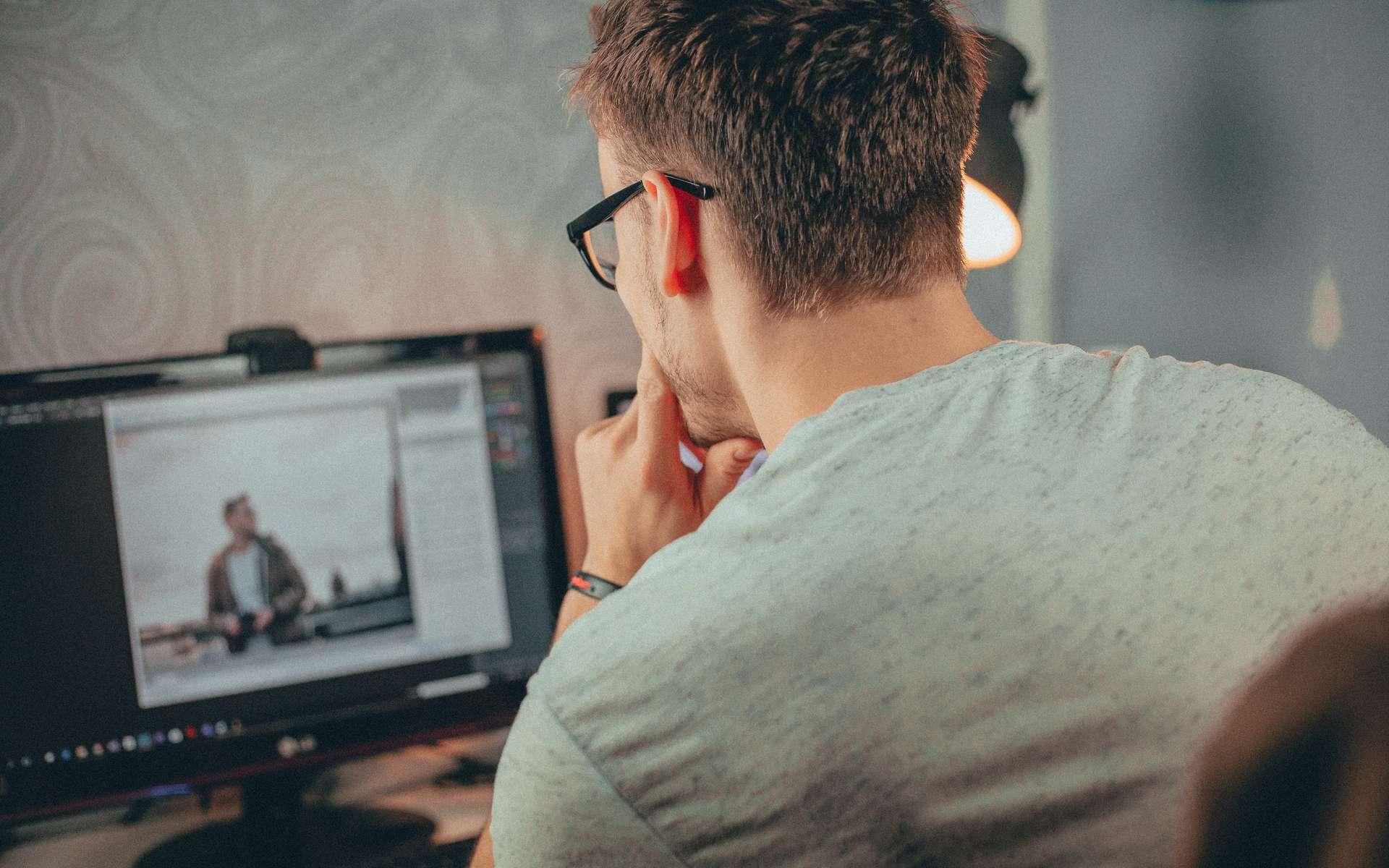 Attention aux longues et mauvaises postures devant son écran d'ordinateur. © Malte Luk, Pexels
