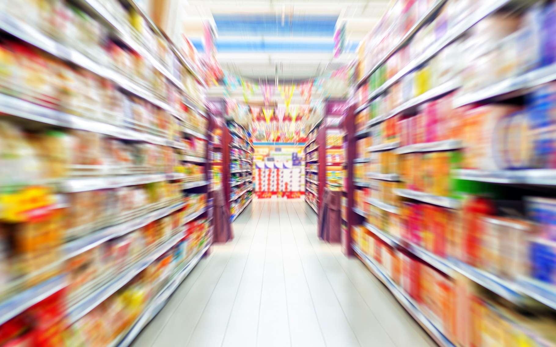 Mieux vaut éviter certains rayons des supermarchés pour ne pas être tenté. © gyn9037, Shutterstock