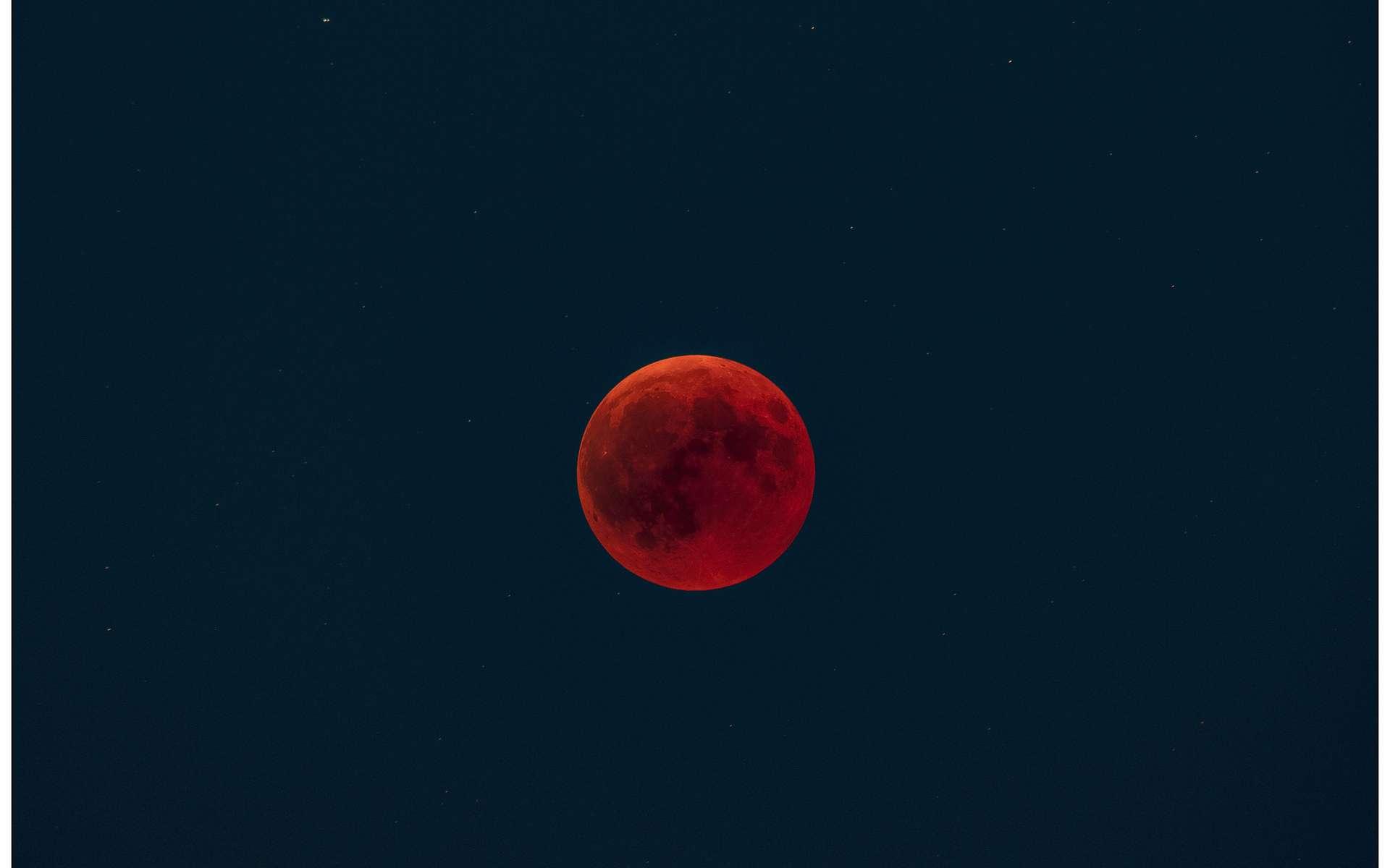 L'éclipse totale de Lune du 27 juillet vue du Luxembourg. © Dominique Dierick, Flick'r CC by-nc-nd 2.0