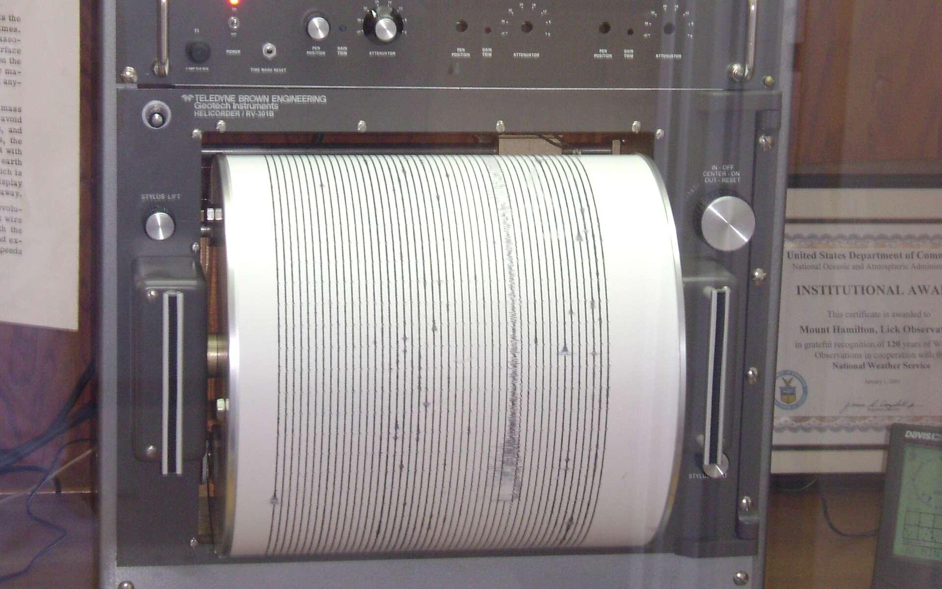 Le sismomètre de Zhang Heng mesure les mouvements de la terre. © Oleg Alexandrov, domaine public, Wikimedia Commons