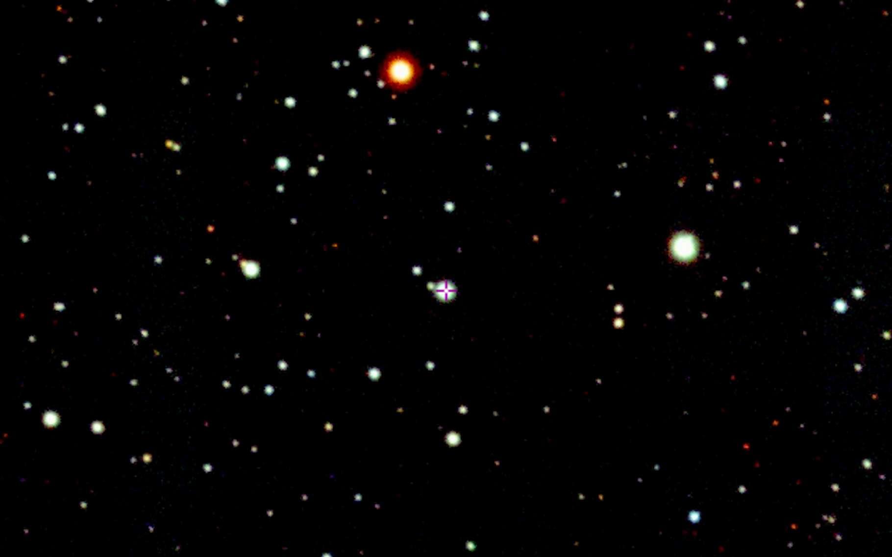 Selon des astronomes de l'université nationale australienne (ASTRO 3D), l'étoile SMSS J200322.54-114203.3, ici pointée au centre de l'image, est le résultat de l'explosion d'une étoile massive en hypernova. © prasitphoto, Adobe Stock