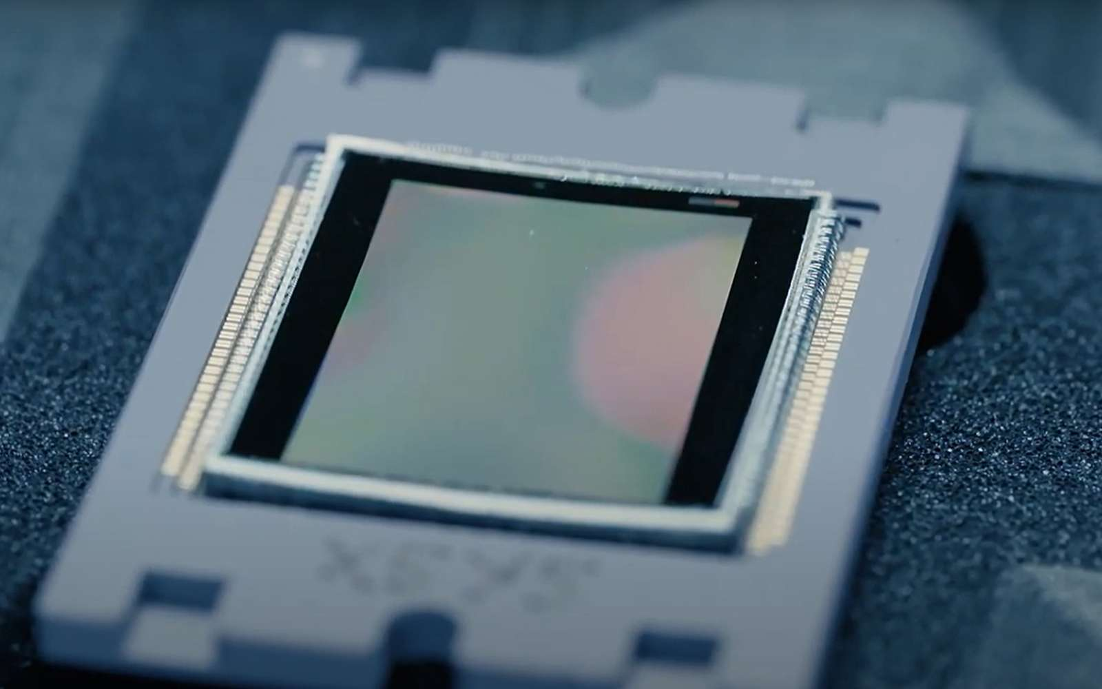 Ce n'est pas demain que l'on trouvera des capteurs courbes dans les appareils photo Reflex, car il faudrait modifier toutes les optiques. En revanche, le marché des mobiles pourrait bien les propulser. © Curve, CNRS